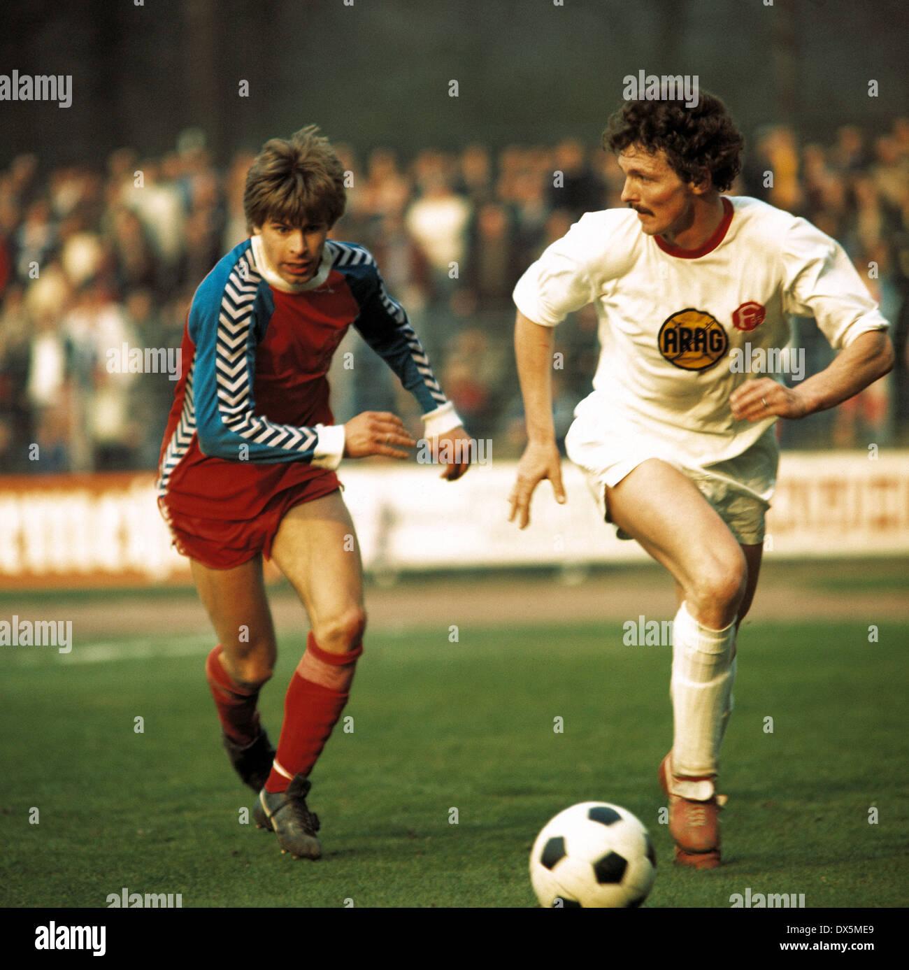 football, Bundesliga, 1975/1976, Grotenburg Stadium, FC Bayer 05 Uerdingen versus Fortuna Duesseldorf 2:0,scene of the match, Norbert Brinkmann (05) left and Gerd Zimmermann (Fortuna) - Stock Image