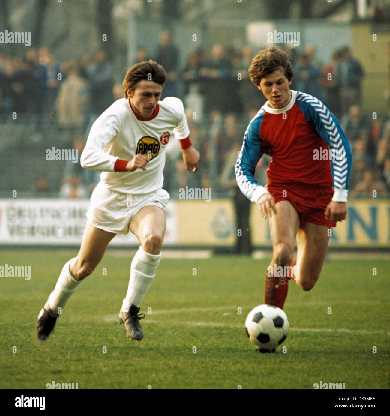 football, Bundesliga, 1975/1976, Grotenburg Stadium, FC Bayer 05 Uerdingen versus Fortuna Duesseldorf 2:0,scene of the match, duel, Klaus Allofs (Fortuna) left and Uwe Hansel (05) - Stock Image