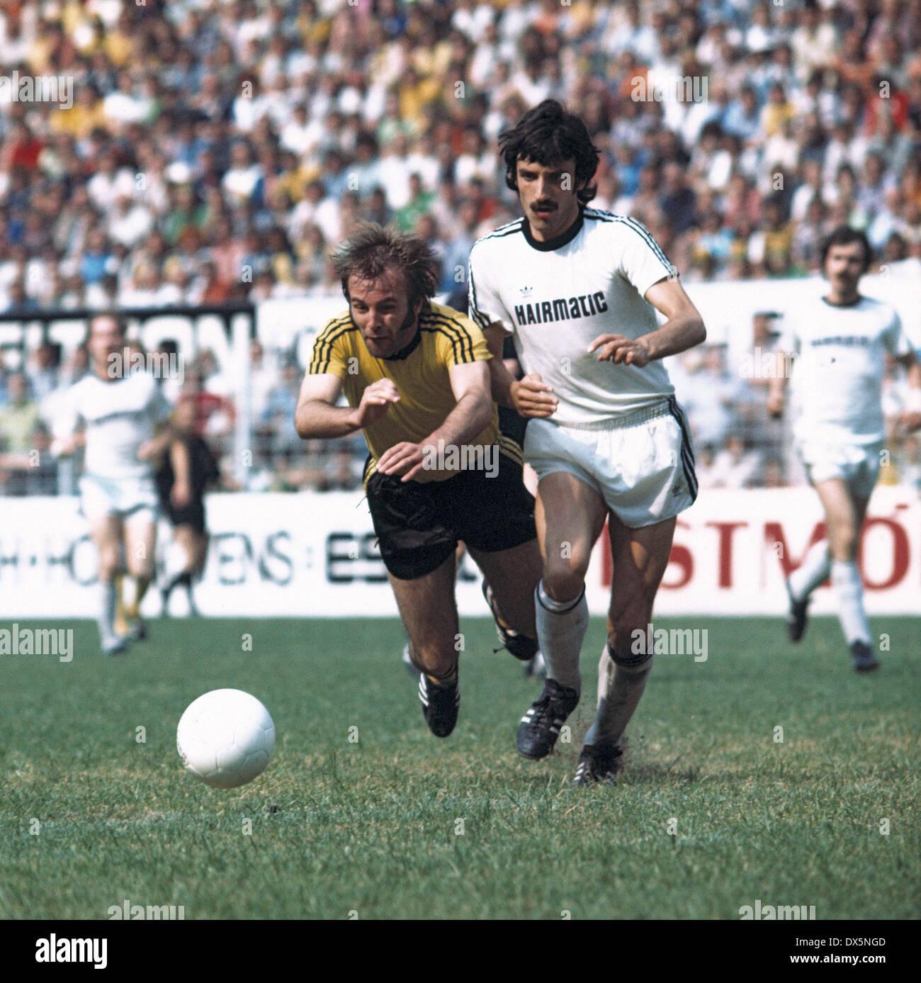 football, 2. Bundesliga Nord, 1975/1976, Westfalen Stadium, Borussia Dortmund versus ETB Schwarz Weiss Essen 3:0, Stock Photo