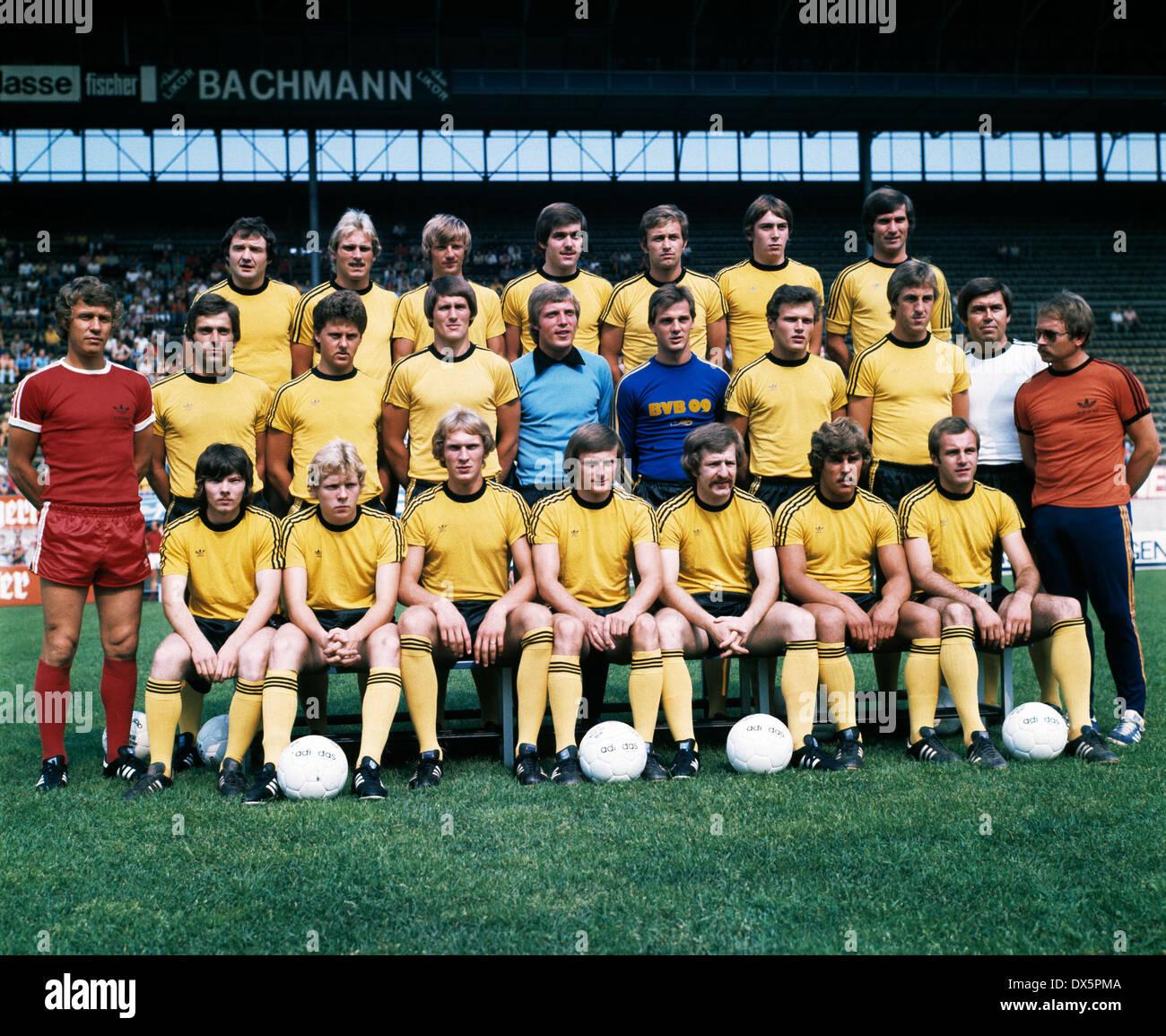 football, Bundesliga, 1976/1977, Borussia Dortmund, team presentation, team shot, behind f.l.t.r. Willi Lippens, Hans-Gerd Schildt, Zoltan Varga, Mirko Votava, Helmut Nerlinger, Bernd Krauss, Herbert Meyer, middle f.l.t.r. coach Otto Rehhagel, Peter Geyer - Stock Image