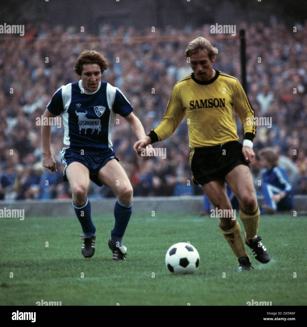 football, Bundesliga, 1976/1977, Stadium an der Castroper Strasse, VfL Bochum versus Borussia Dortmund 2:1, scene of the match, Michael Lameck (VfL) left and Hans-Gerd Schildt (BVB) - Stock Image