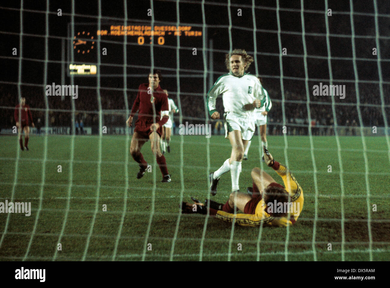 football, European Champion Clubs Cup, Champions League, 1976/1977, last sixteen, return leg, Rheinstadion Duesseldorf, Stock Photo