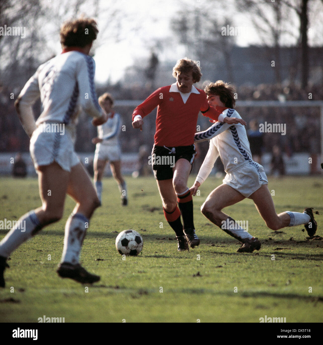 football, DFB Cup, 1976/1977, quarterfinal, Grotenburg Stadium, FC Bayer 05 Uerdingen versus Eintracht Frankfurt 6:3 AET, scene of the match, team leader Juergen Grabowski (Eintracht) in ball possession - Stock Image