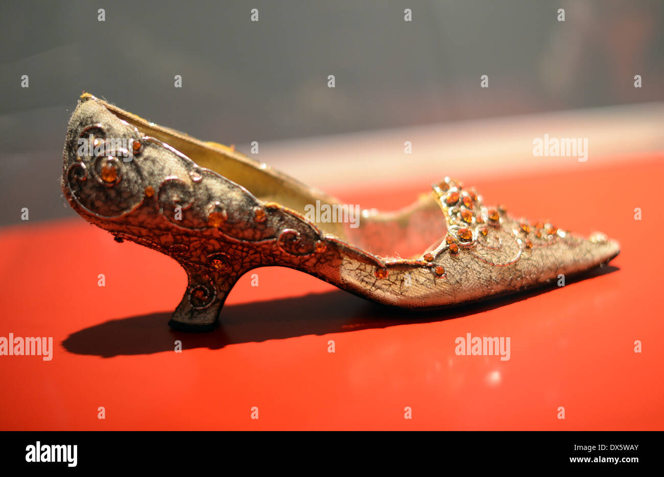 Offenbach, Germany. 18th Mar, 2014. A shoe of Persian princess Soraya (Soraya Esfandiary Bakhtiary) is displayed in the exhibition 'Roger Vivier: SchuhWERKE' in the International Leather Museum in Offenbach, Germany, 18 March 2014. Shoes of designer Roger Vivier, the inventor of the stiletto heel, are exhibited in Offenbach from 22 March to 02 November 2014. Photo: Daniel Reinhardt/dpa/Alamy Live News - Stock Image