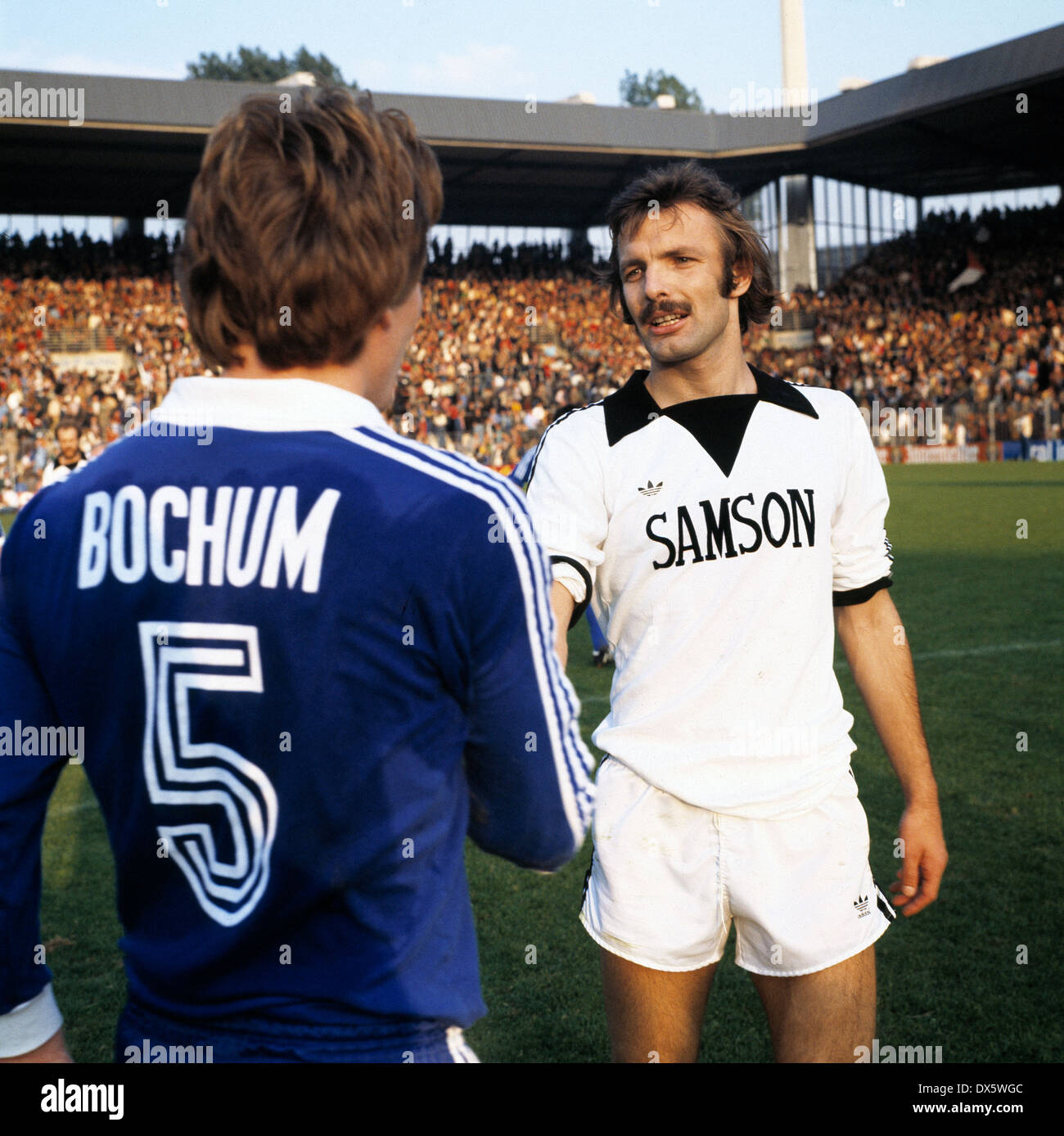 football, Bundesliga, 1977/1978, Stadium an der Castroper Strasse, VfL Bochum versus Eintracht Frankfurt 0:1, welcome, Michael Lameck (VfL) No.5 and Karl-Heinz Charly Koerbel (Eintracht) - Stock Image