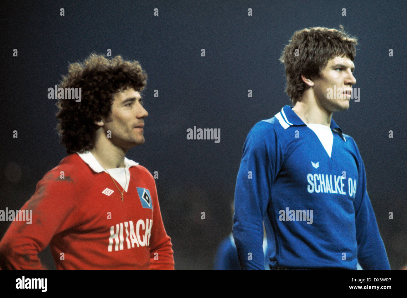 football, DFB Cup, 1977/1978, last sixteen, Parkstadion, FC Schalke 04 versus Hamburger SV 4:2, scene of the match, Kevin Keegan (HSV) left and Mathias Schipper (S04) - Stock Image
