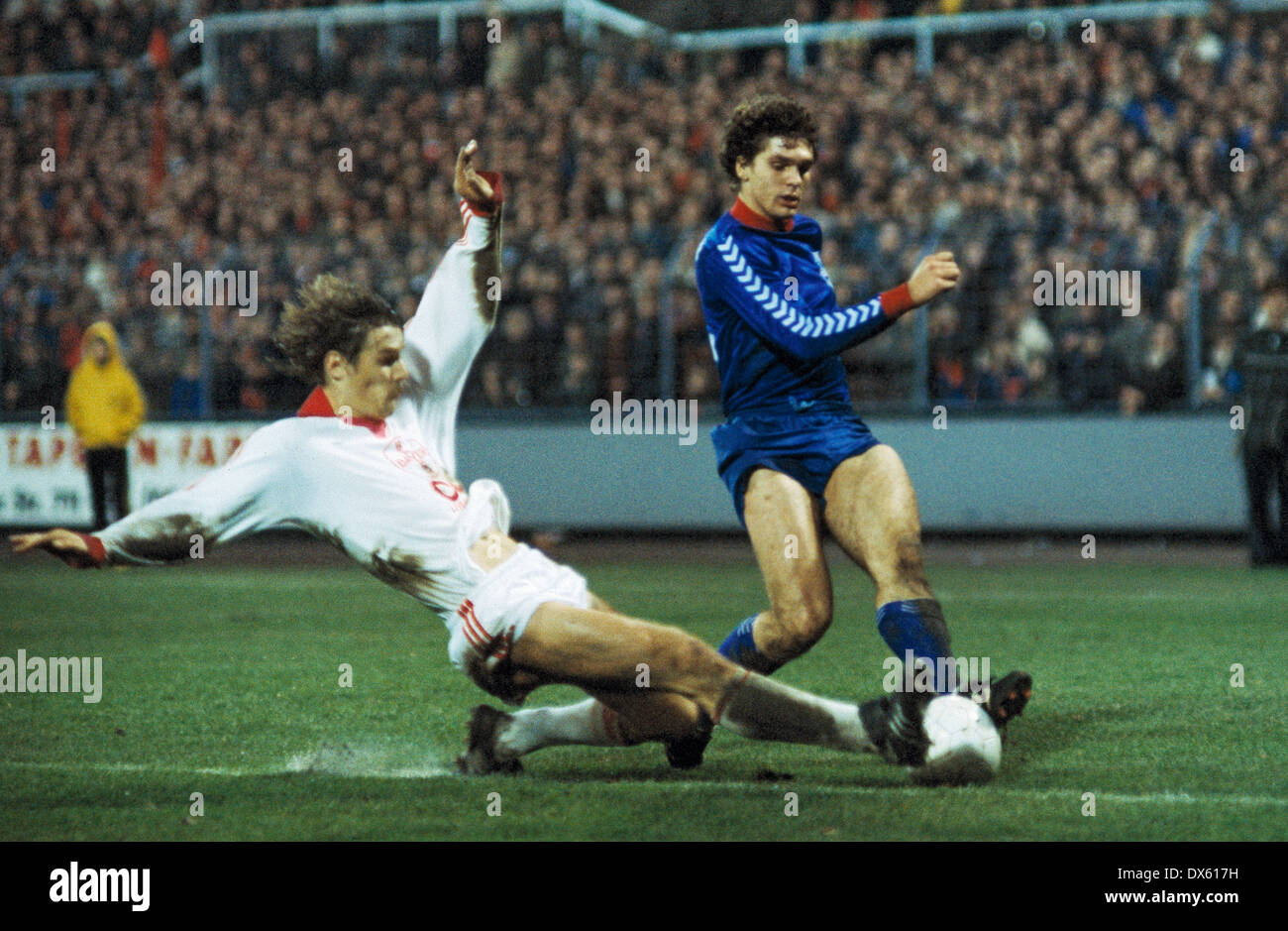 football, 2. Bundesliga Nord, 1978/1979, Grotenburg Stadium, Bayer 05 Uerdingen versus Bayer 04 Leverkusen 0:0, scene of the match, Ludger van de Loo (Uerdingen) right and Juergen Gelsdorf (Leverkusen) - Stock Image