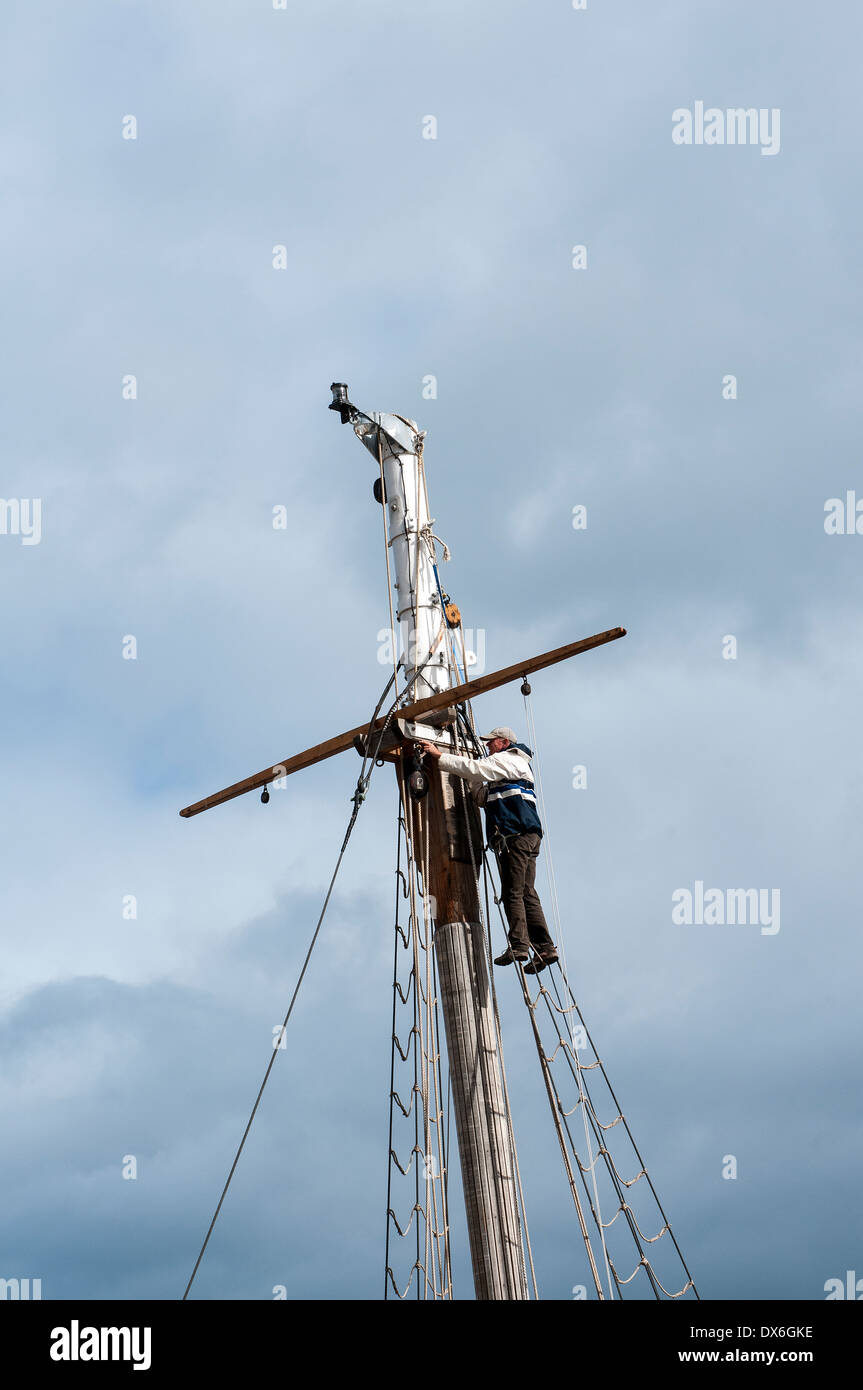 up the rigging,mast,masts,leisure, nautical, sailor, ma, trap, rockport, horizontal, buoys, quay, collecting, paint, massachuset - Stock Image