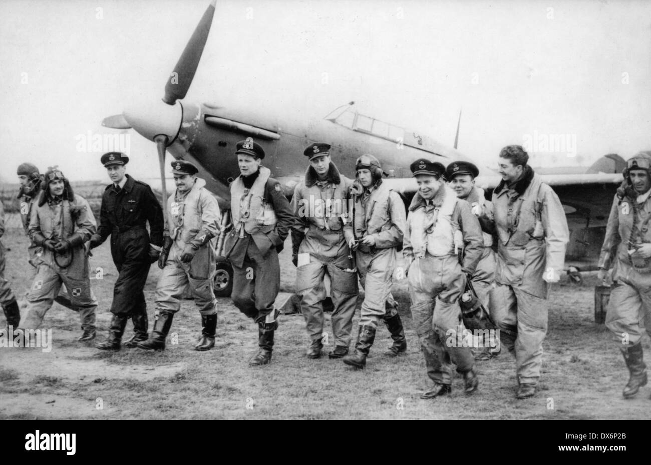 EAGLE SQUADRON - American pilots of 71 (Eagle) Squadron RAF at Kirton-in-Lindsey, Lincolnshire, 17 March 1941, with a Hurricane - Stock Image