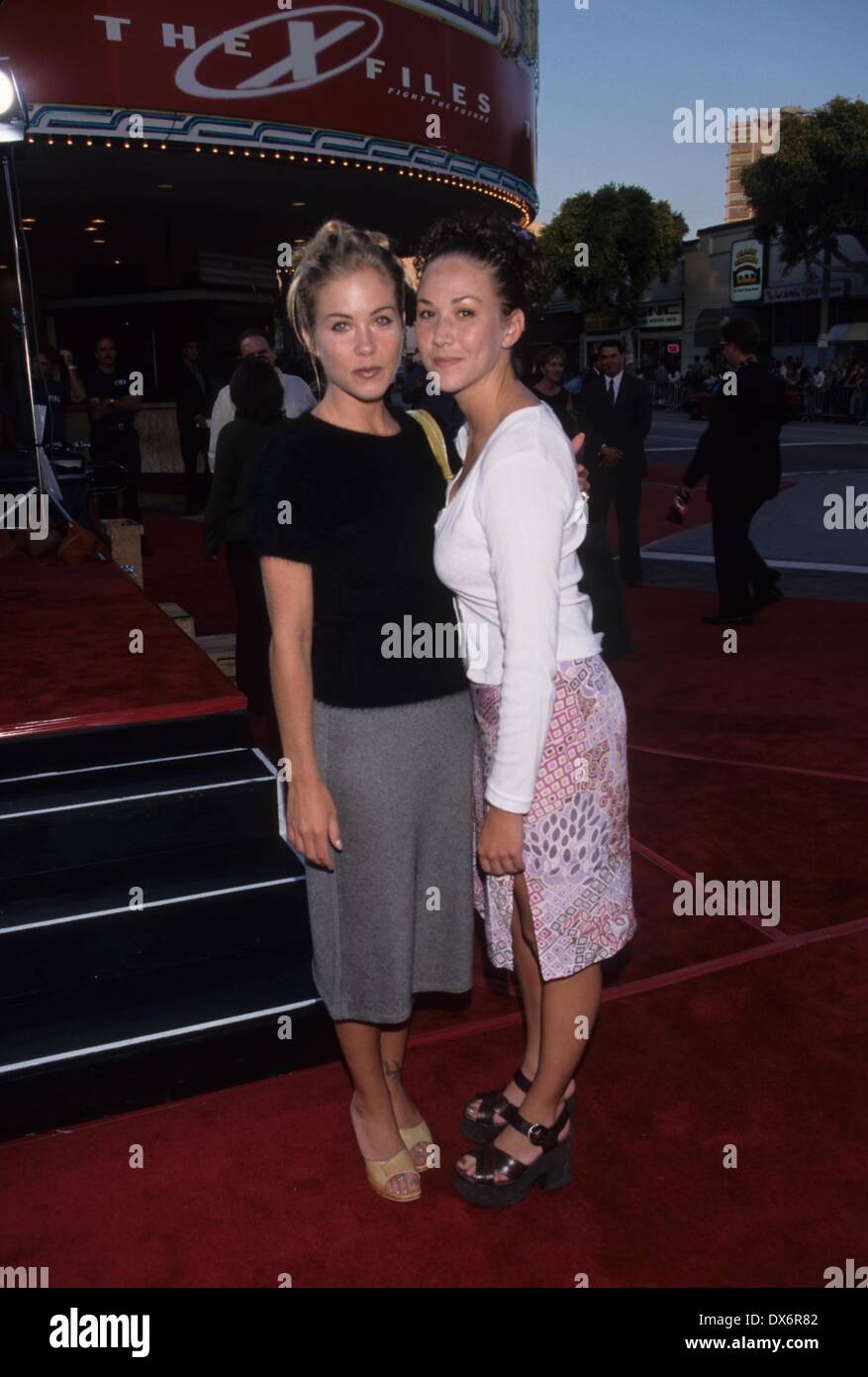CHRISTINA APPLEGATE.The X-Files premiere in Los Angeles 1998.k12615fb.(Credit Image: © Fitzroy Barrett/Globe Photos/ZUMAPRESS.com) - Stock Image