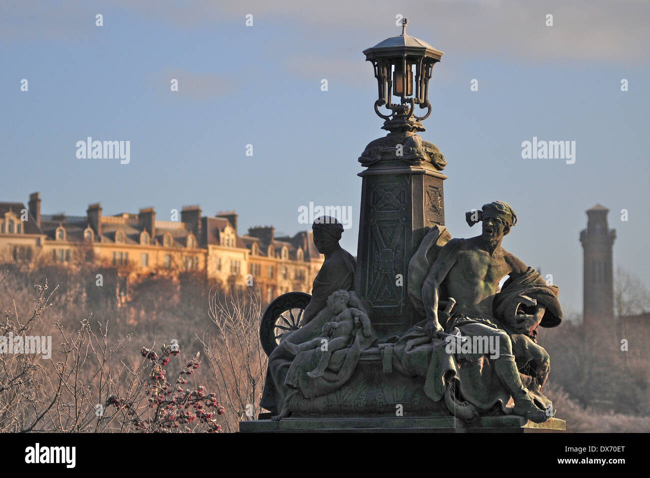 Frosty statues on Kelvin Way with Park Circus in the background. Glasgow. Scotland. - Stock Image