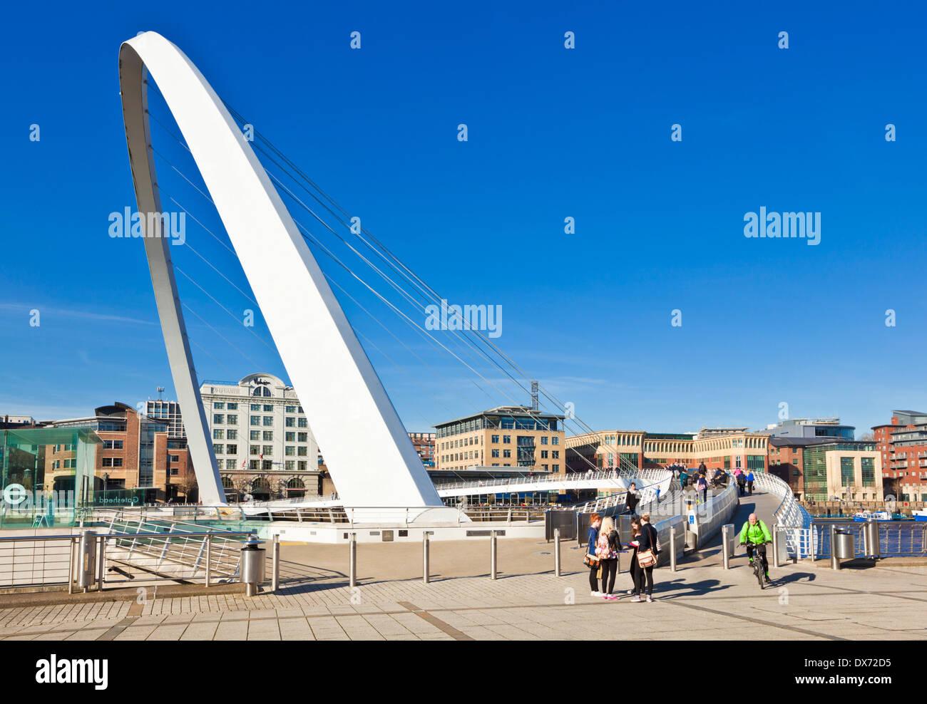 gateshead Millennium bridge over River Tyne Newcastle upon Tyne Tyne and Wear Tyneside England UK GB EU Europe - Stock Image
