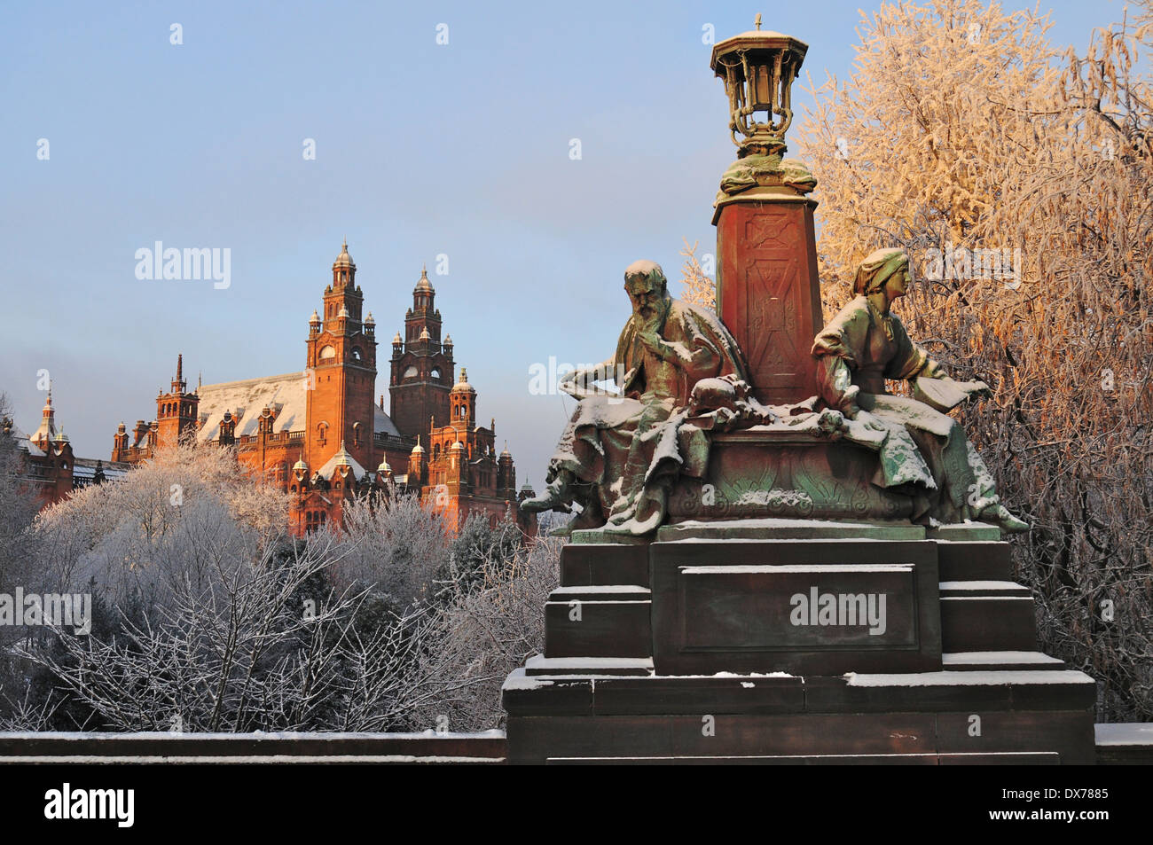 Statues on Kelvin Way by Kelvingrove Park,Glasgow,Scotland,dusted with snow and frost.Kelvingrove Art Gallery in the background - Stock Image