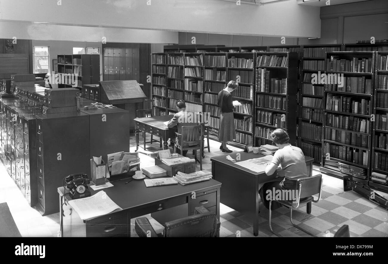 Express & Star newspaper office library in Queen Street Wolverhampton West Midlands 1957 Stock Photo