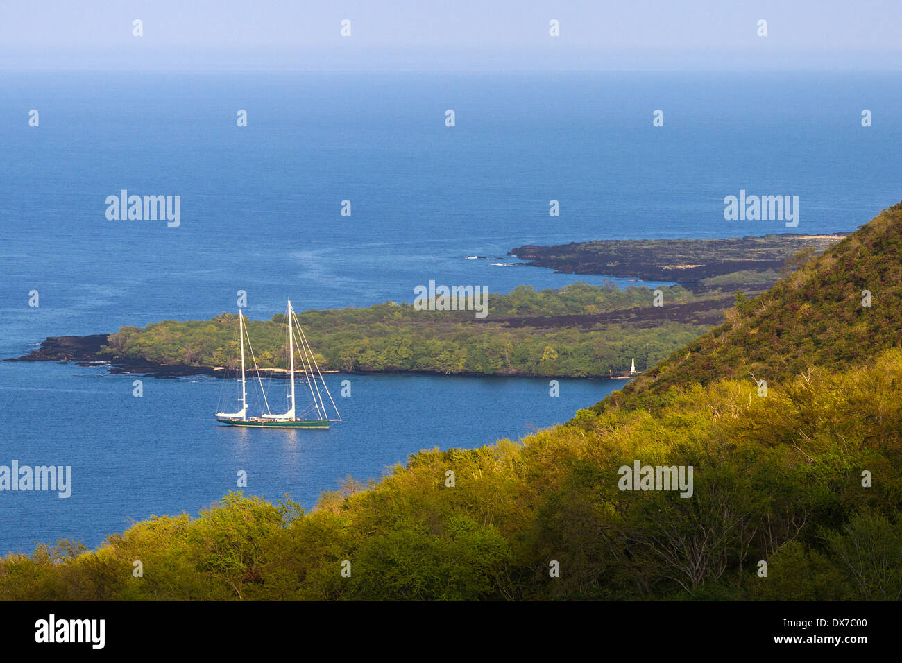Private yacht moored in Kealakekua Bay, Hawaii with Cook Monument visible on right. - Stock Image