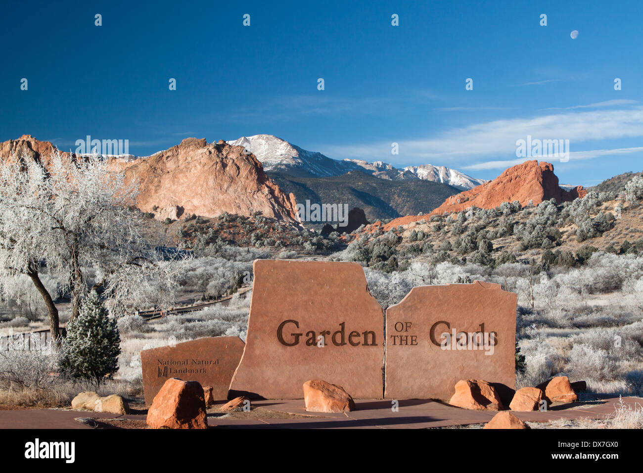 Entry sign at Garden of the Gods park, Colorado Springs, Colorado, USA on a frosty winter day. This is a public city park. - Stock Image