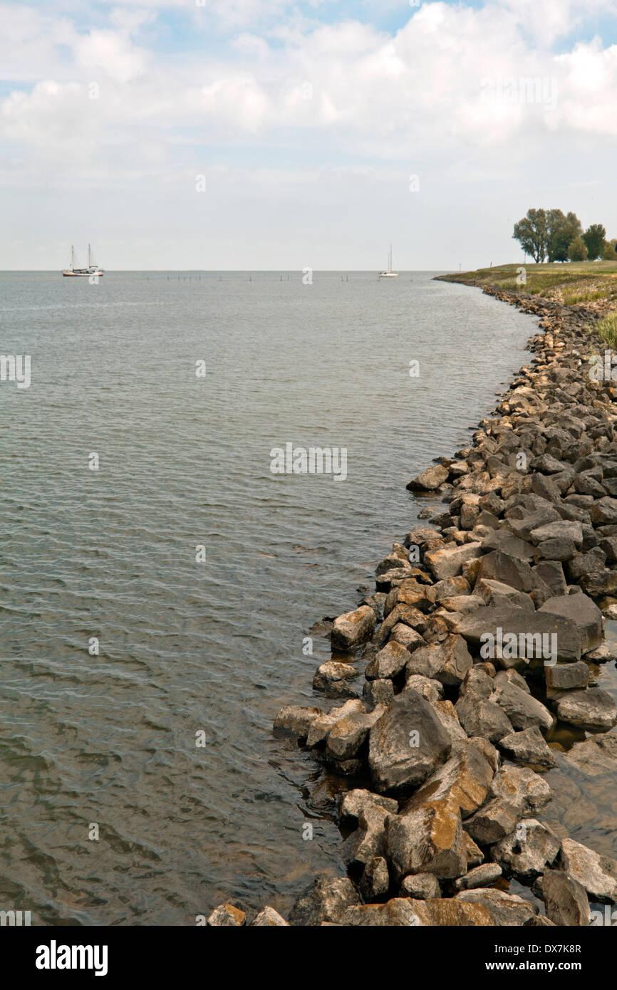 Dike along the IJsselmeer at Medemblik,  North Holland, The Netherlands. - Stock Image