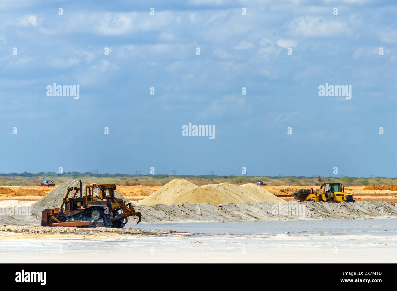 Heavy machinery gathering salt in Manaure in La Guajira, Colombia - Stock Image