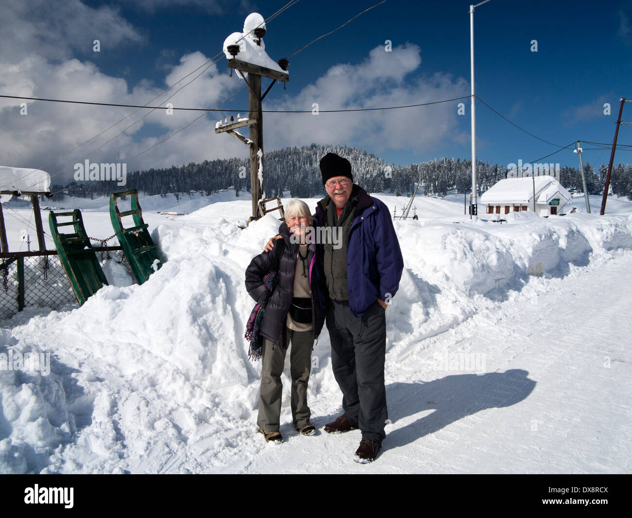 india, kashmir, gulmarg, himalayan ski resort main bazaar, happy