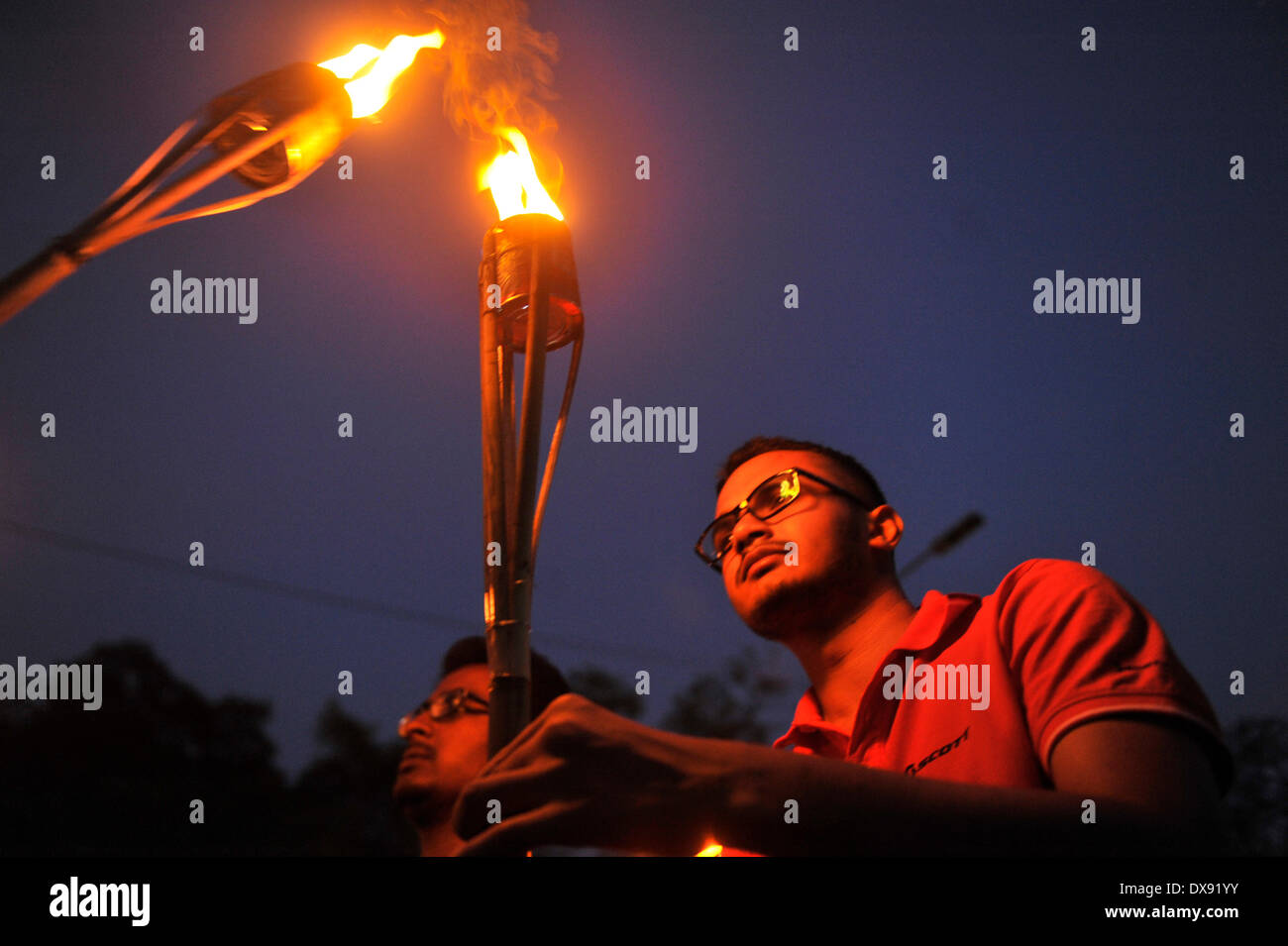 Dhaka, Bangladesh - 20th March 2014: Leftist student group, Bangladesh Satra Federation, rallied at Shahbag in Dhaka, protesting the imperialism of America in Asia pacific. They burned an eagle and a missile effigy. American president Bill Clinton came to Dhaka in 2000 and he signed many treaties between the U.S. and Bangladesh. The protest raised the attention of the local police since it coincided with the Anti Imperialism day. Credit:  PACIFIC PRESS/Alamy Live News - Stock Image