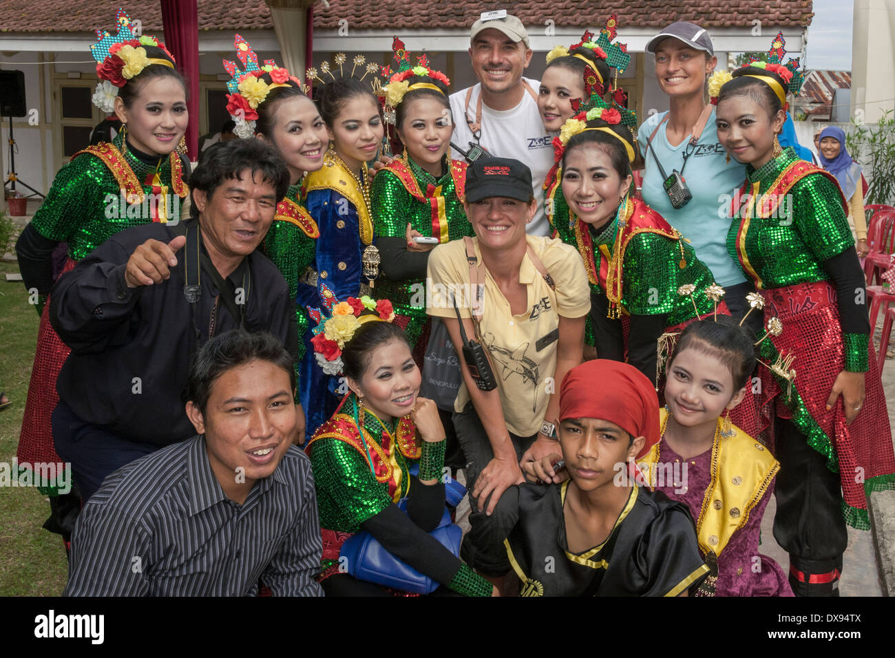 Entertainers and tourists, Sukarno house, Bengkulu, Southwest Sumatra, Indonesia - Stock Image