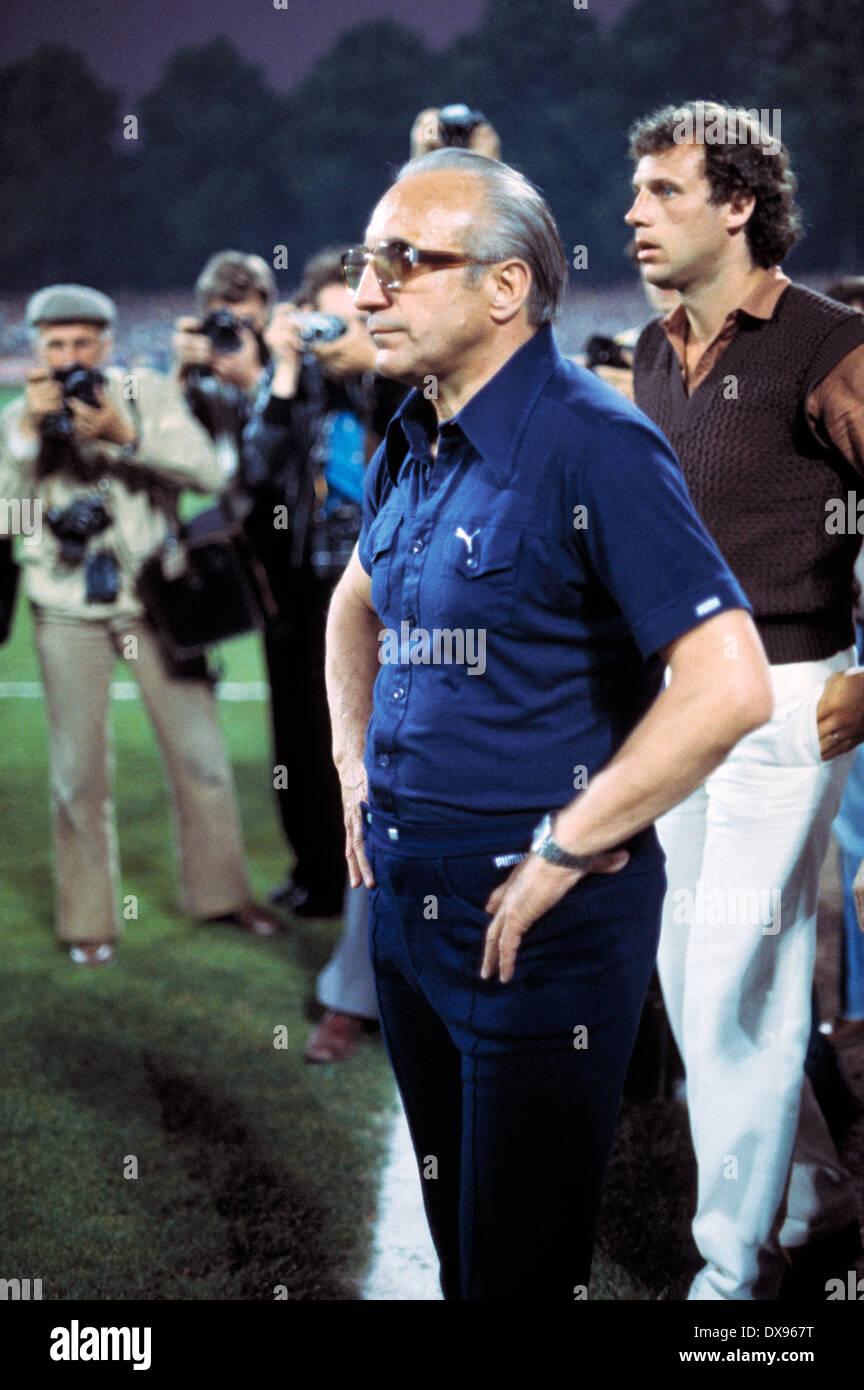 football, 2. Bundesliga Nord, 2. Bundesliga Sued, 1978/1979, relegation match to Bundesliga 1979/1980, return leg, Grotenburg Stadium in Krefeld, FC Bayer 05 Uerdingen versus SpVgg Bayreuth 2:1, coach Horst Buhtz (Bayer) - Stock Image