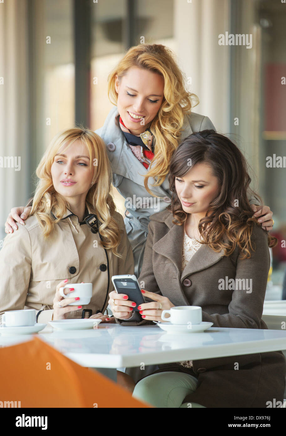 Adult girlfriends in the cosy coffee shop - Stock Image