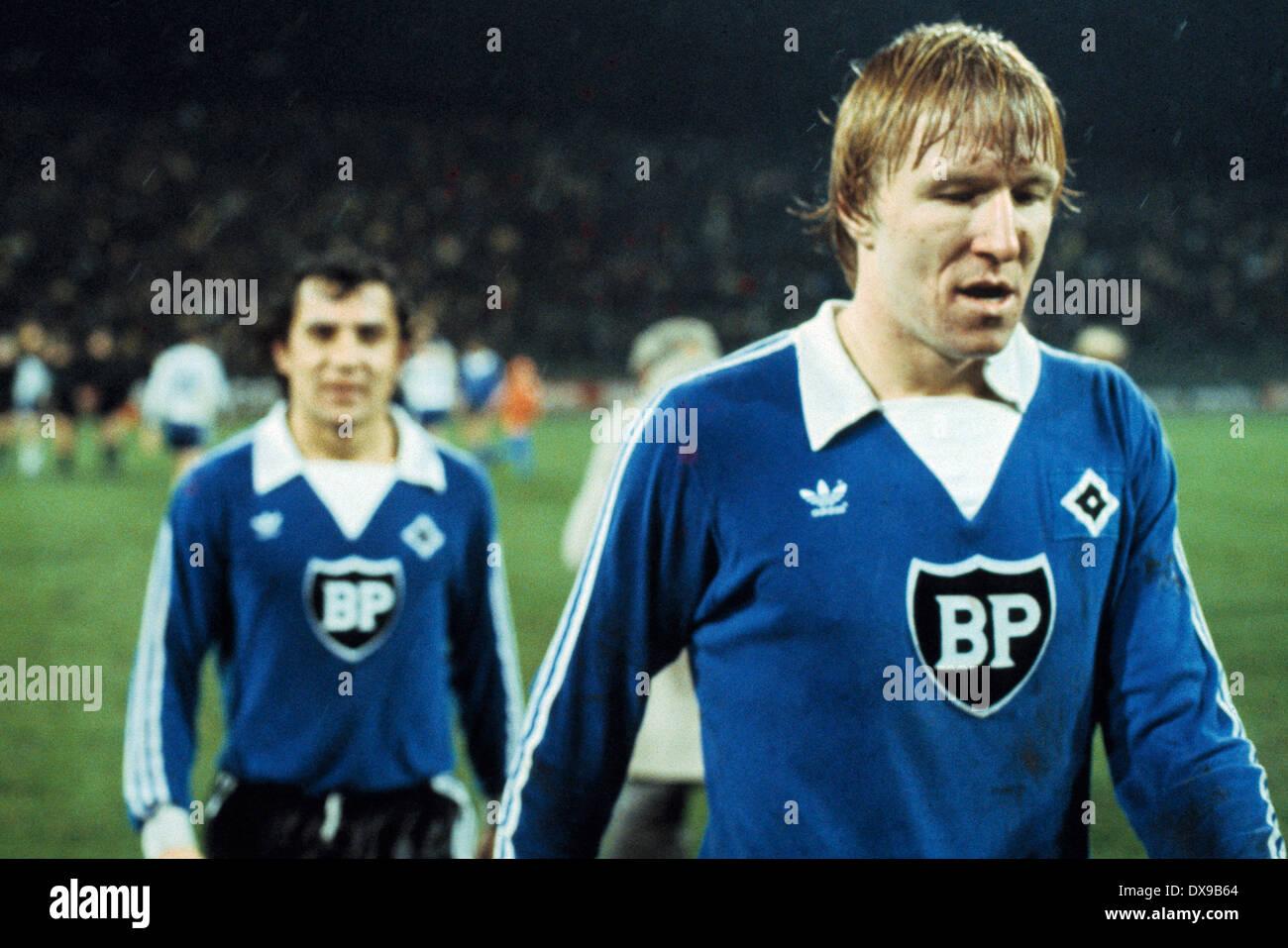 football, Bundesliga, 1979/1980, Parkstadion, FC Schalke 04 versus Hamburger SV 1:0, end of the game, leaving, Horst Hrubesch (HSV), behind Felix Magath (HSV) - Stock Image