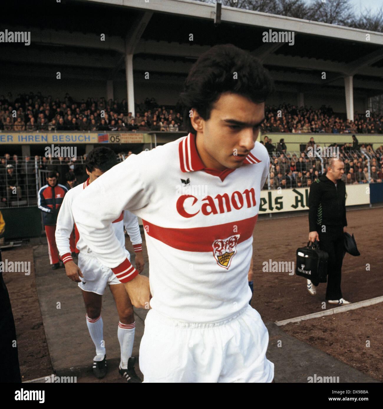 football, Bundesliga, 1979/1980, Grotenburg Stadium, FC Bayer 05 Uerdingen versus VfB Stuttgart 4:2, running-in of the team, Hans Mueller (Stuttgart) - Stock Image