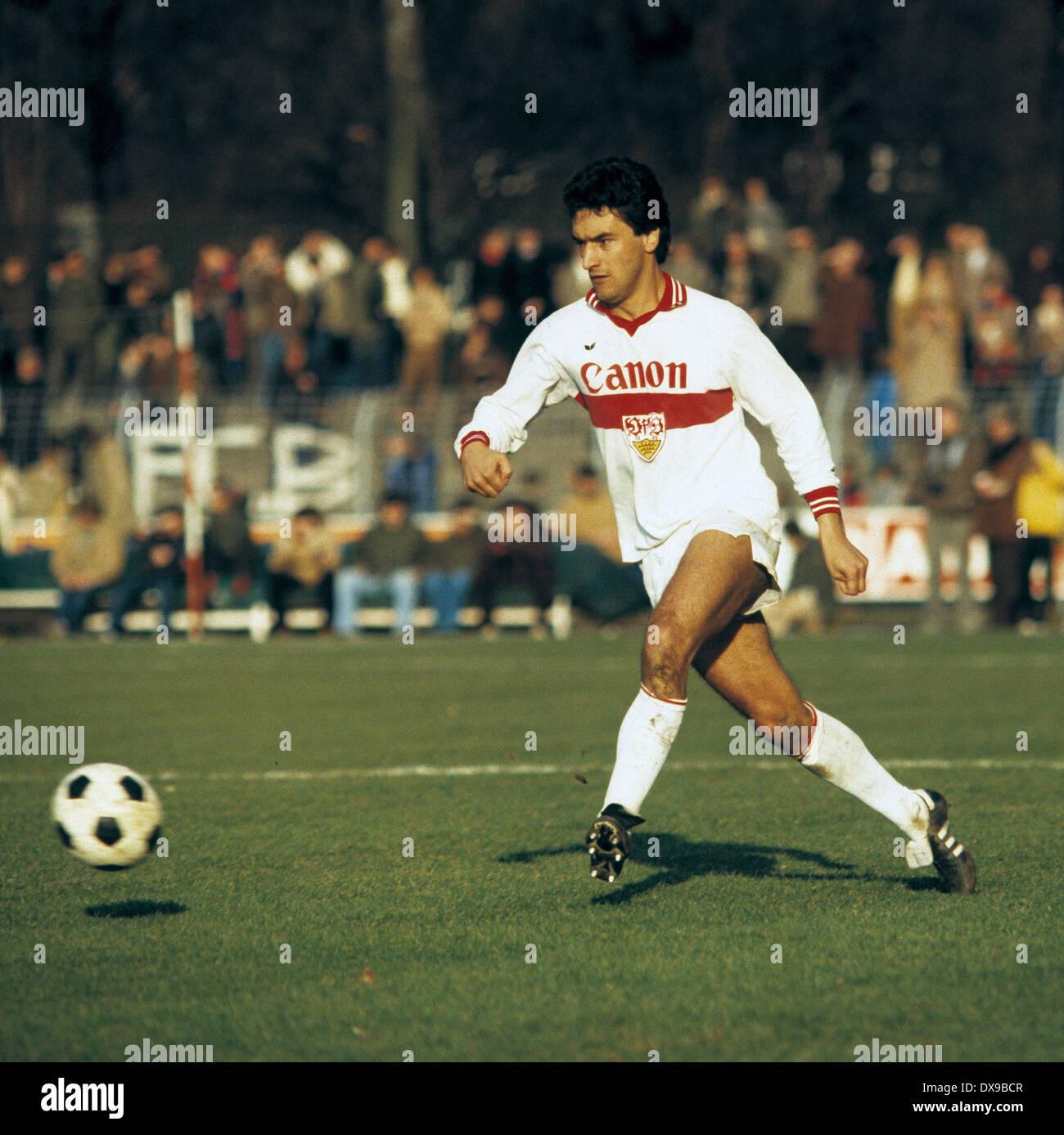 football, Bundesliga, 1979/1980, Grotenburg Stadium, FC Bayer 05 Uerdingen versus VfB Stuttgart 4:2, scene of the match, Markus Elmer (Stuttgart) passing - Stock Image