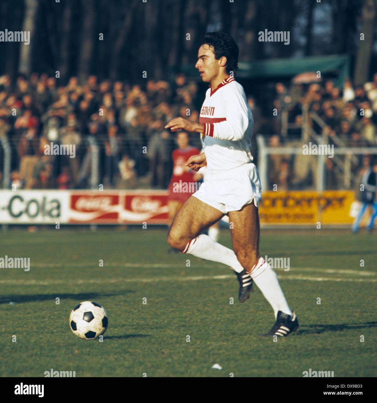football, Bundesliga, 1979/1980, Grotenburg Stadium, FC Bayer 05 Uerdingen versus VfB Stuttgart 4:2, scene of the match, Hans Mueller (Stuttgart) in ball possession - Stock Image