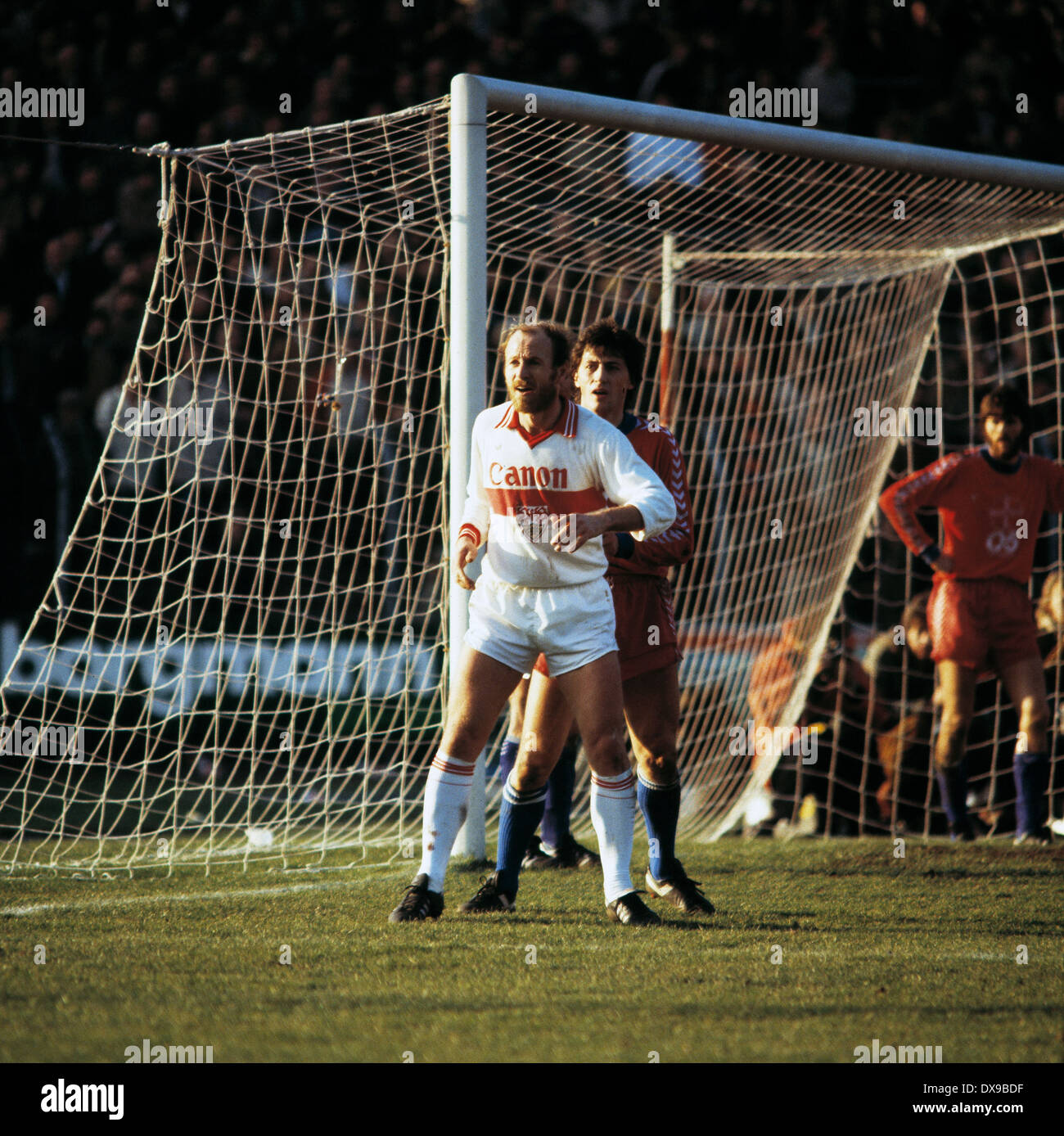 football, Bundesliga, 1979/1980, Grotenburg Stadium, FC Bayer 05 Uerdingen versus VfB Stuttgart 4:2, scene of the match, goal box scene, Erwin Hadewicz (Stuttgart) left and Franz Raschid (Uerdingen) - Stock Image