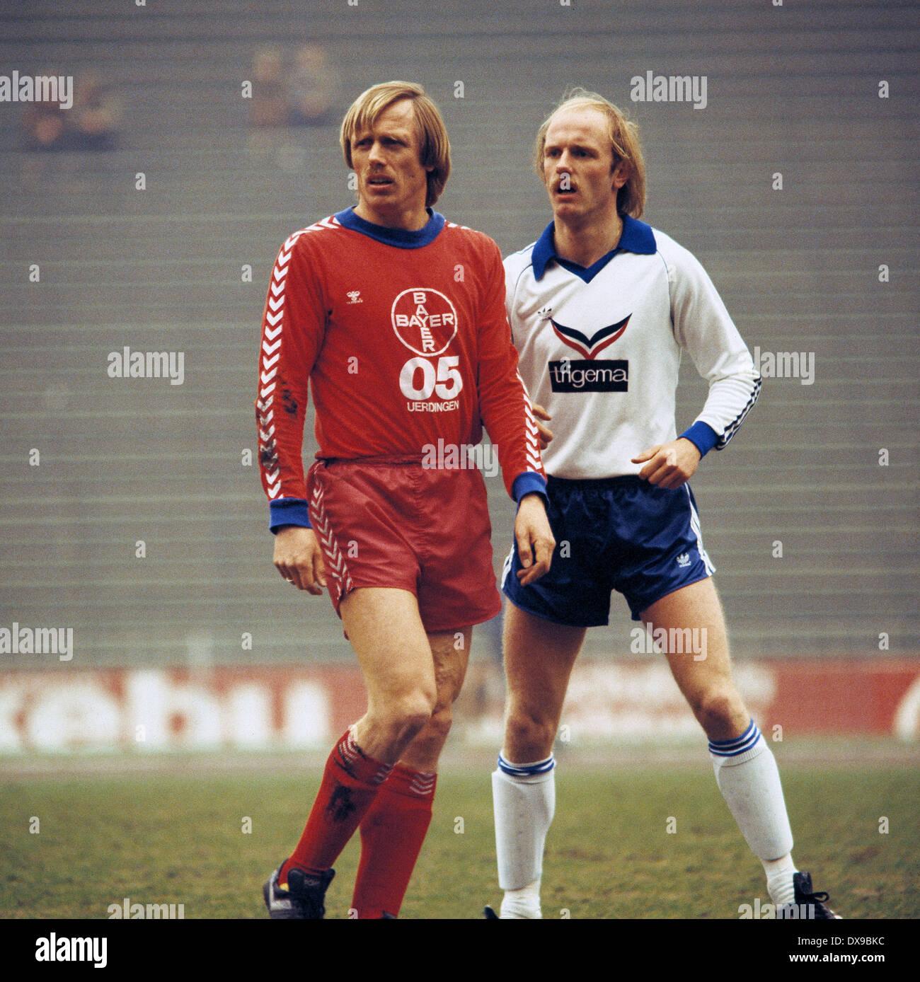 football, Bundesliga, 1979/1980, Parkstadion, FC Schalke 04 versus FC Bayer 05 Uerdingen 1:2, scene of the match, Siegfried Held (Bayer) left and Ulrich Bittcher (S04) - Stock Image