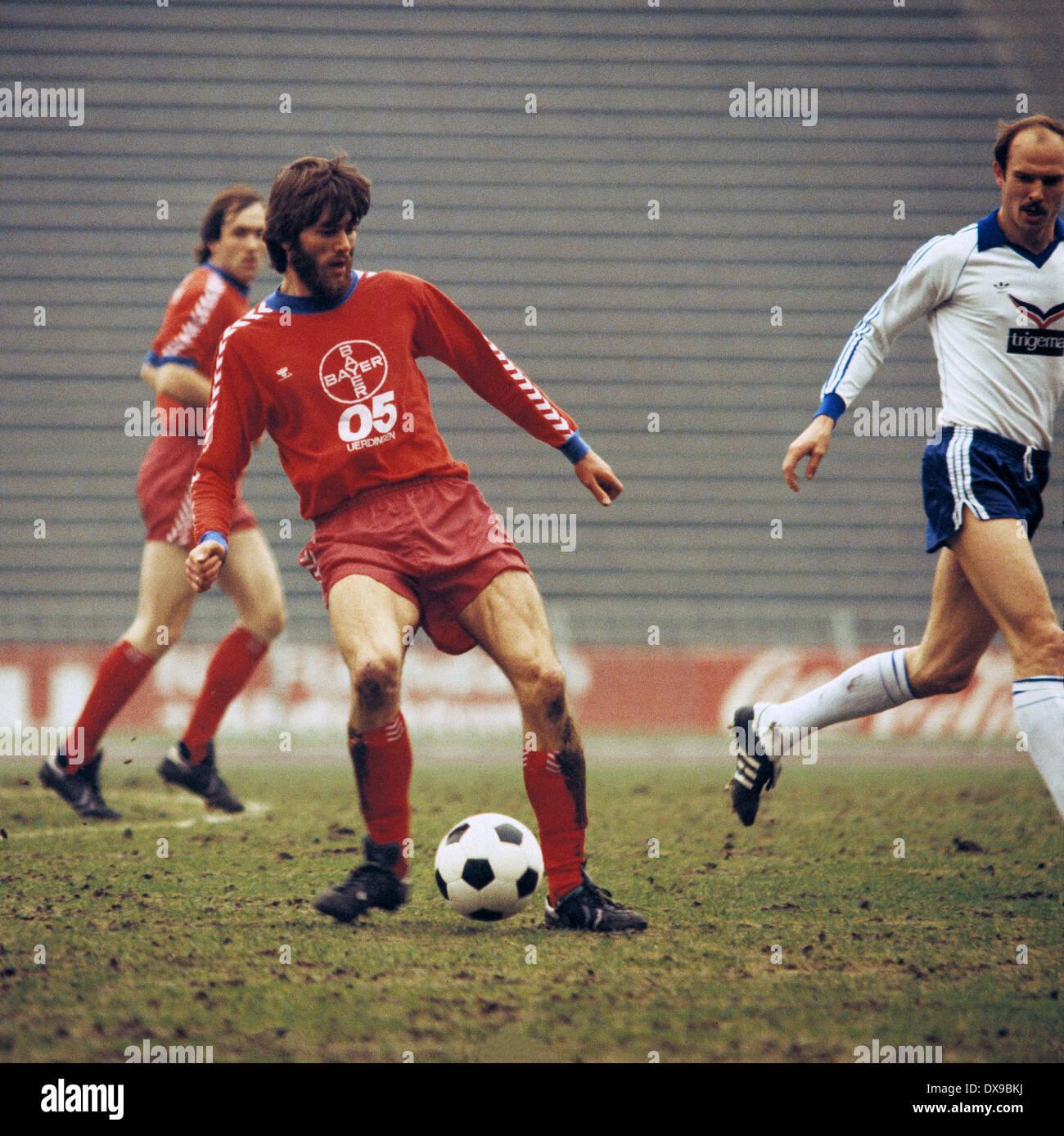 football, Bundesliga, 1979/1980, Parkstadion, FC Schalke 04 versus FC Bayer 05 Uerdingen 1:2, scene of the match, Friedhelm Funkel (Bayer) in ball possession, right Manfred Drexler (S04) - Stock Image