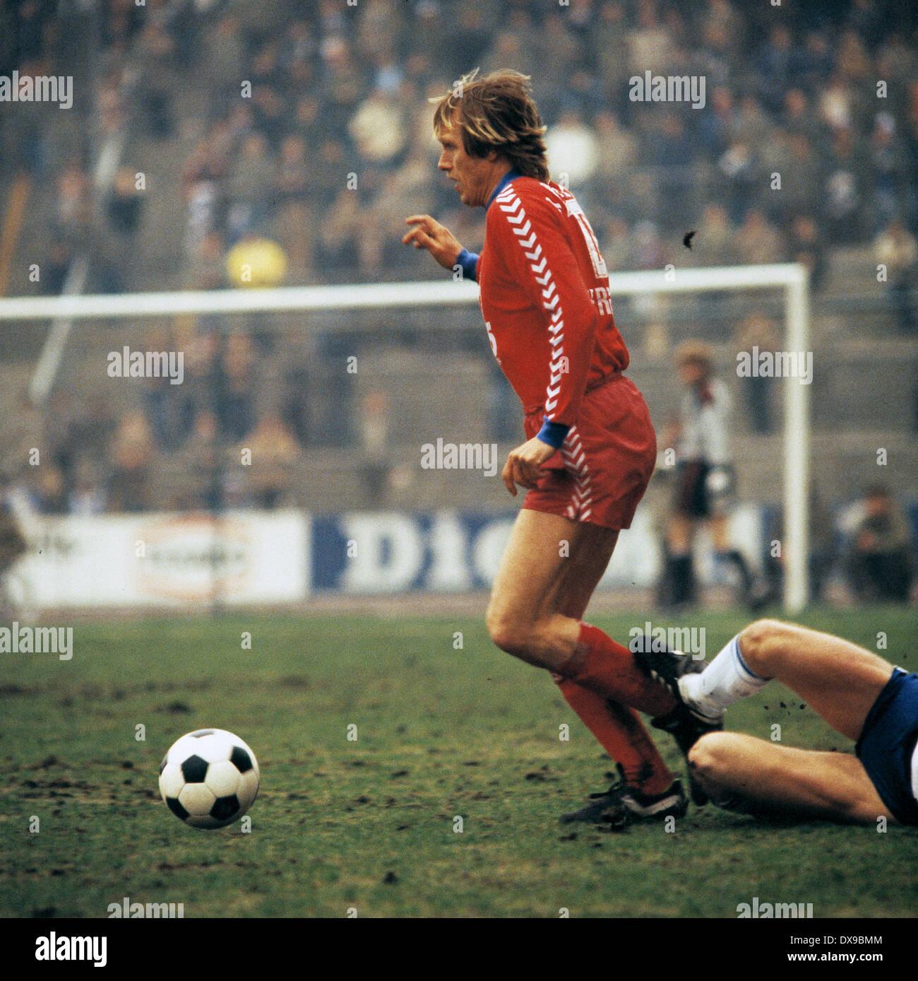 football, Bundesliga, 1979/1980, Parkstadion, FC Schalke 04 versus FC Bayer 05 Uerdingen 1:2, scene of the match, Siegfried Held (Bayer) in ball possession - Stock Image