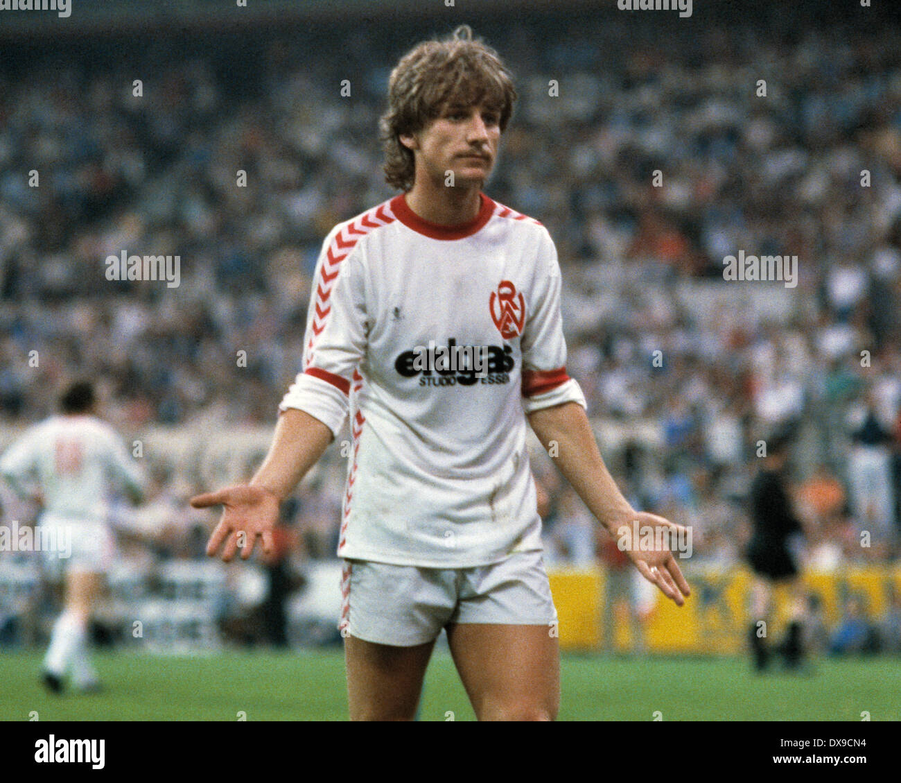 football, 2. Bundesliga Nord, 2. Bundesliga Sued, 1979/1980, relegation match to Bundesliga 1980/1981, return leg, Georg Melches Stadium, Rot Weiss Essen versus Karlsruher SC 3:1, scene of the match, Frank Mill (RWE) - Stock Image