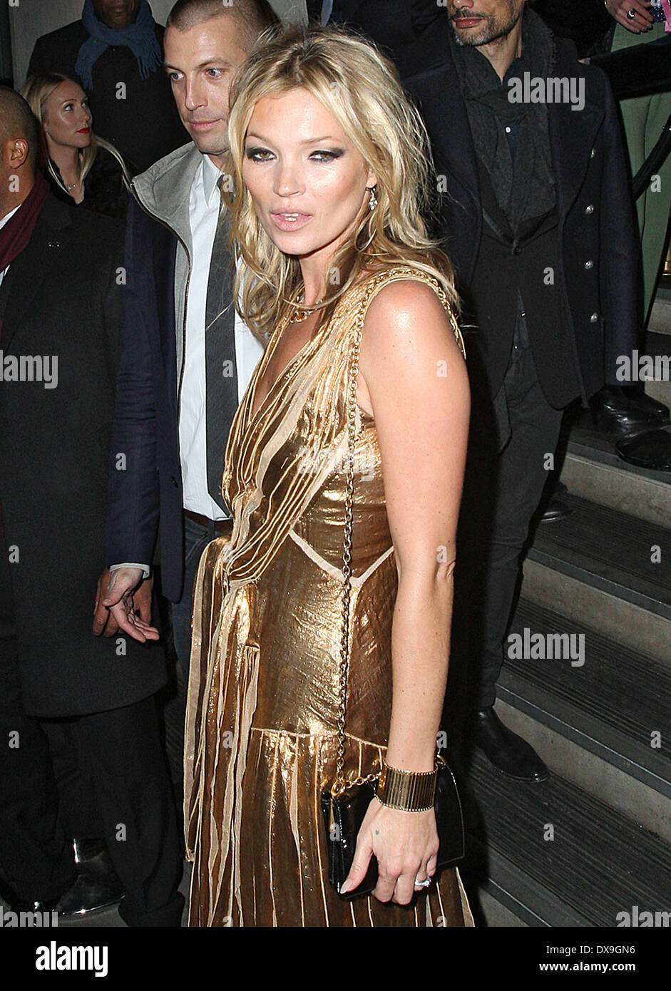 67c24c0056 Kate Moss in a gold dress