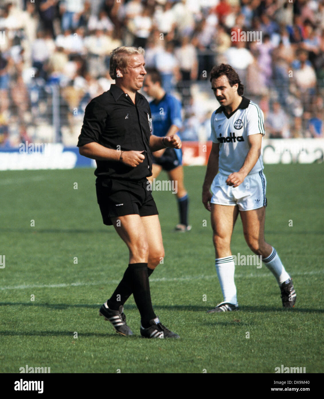 football, Bundesliga, 1980/1981, Ruhr Stadium, VfL Bochum versus Eintracht Frankfurt 2:0, halftime break, leaving, referee Friedrich Retzmann and Fred Schaub (Eintracht) - Stock Image