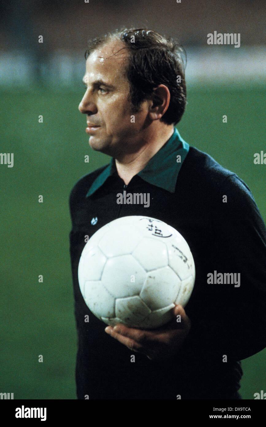 football, Bundesliga, 1980/1981, Ruhrstadion, VfL Bochum versus Bayer 04 Leverkusen 1:1, referee Max Klauser - Stock Image