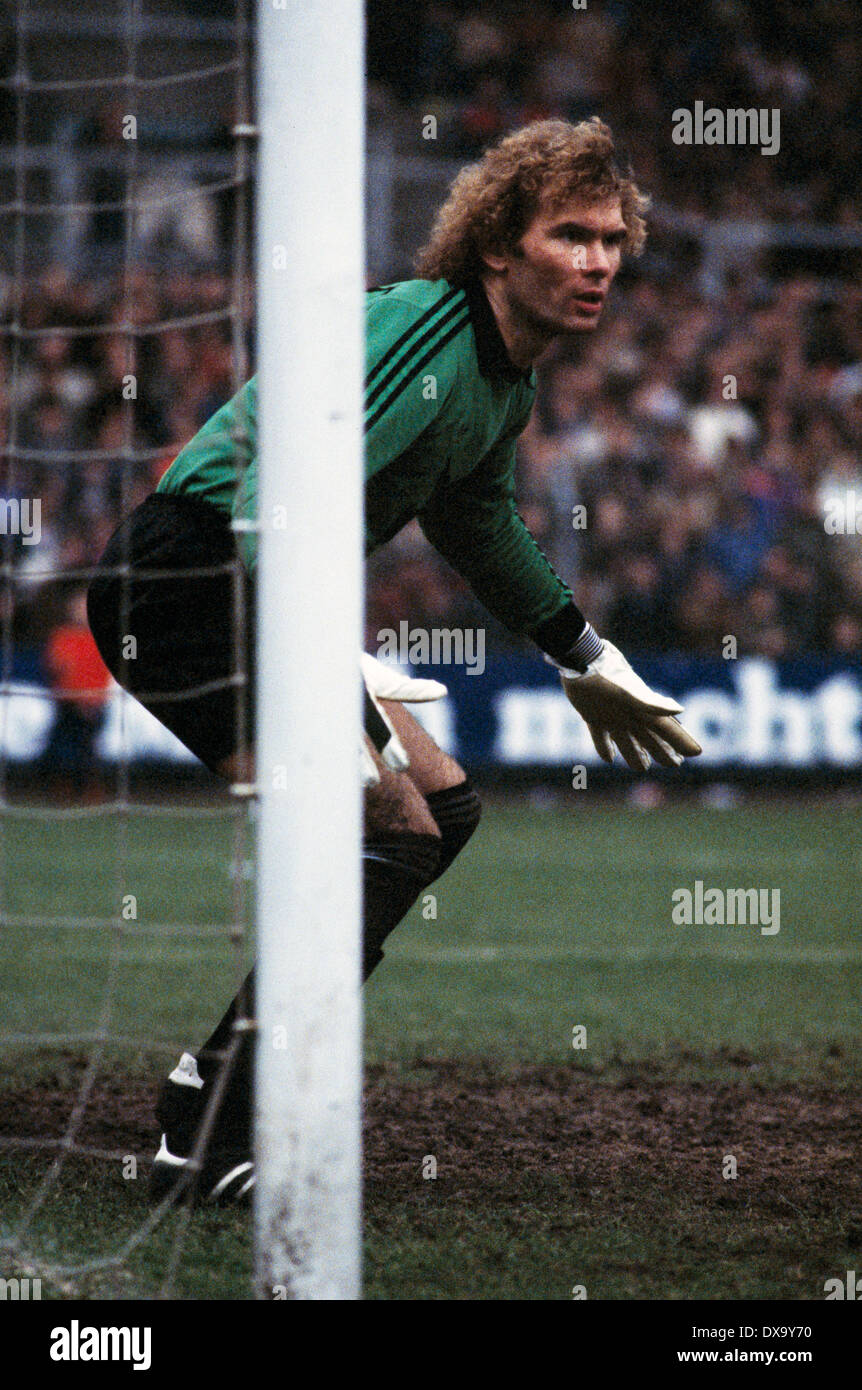 football, Bundesliga, 1980/1981, Grotenburg Stadium, FC Bayer 05 Uerdingen versus FC Schalke 04 1:3, scene of the match, keeper Norbert Nigbur (S04) - Stock Image