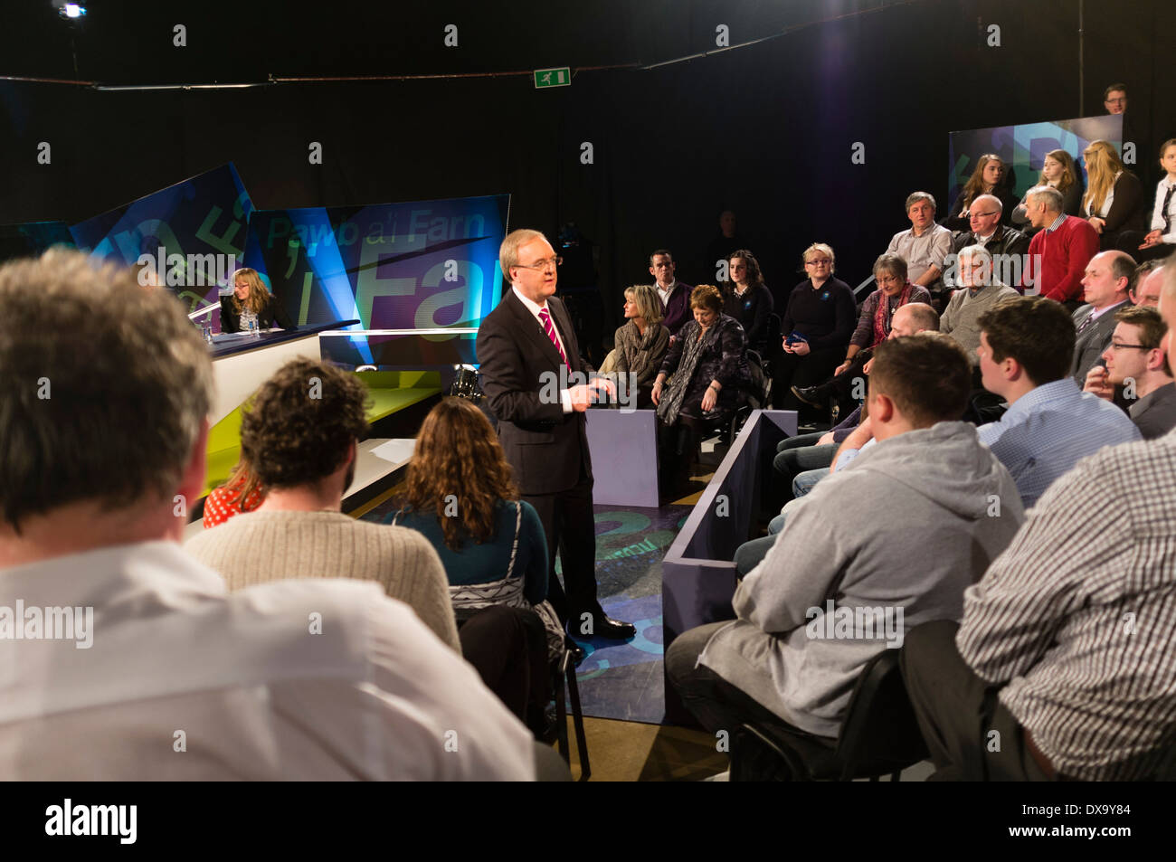 Presenter Dewi Llwyd recording the welsh language discussion TV programme 'Pawb a'i Farn' for S4C Wales UK - Stock Image