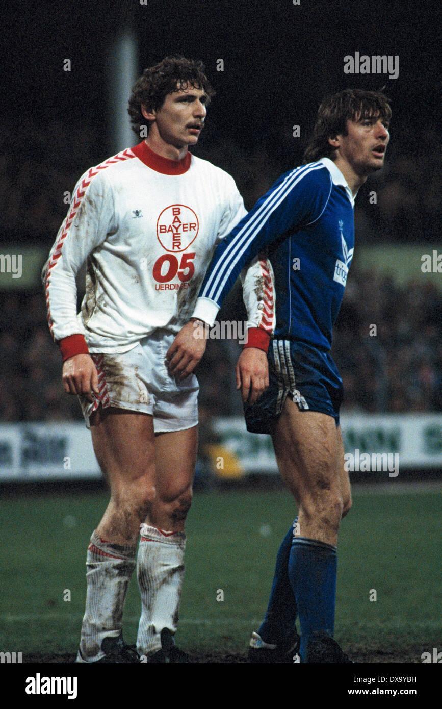 football, Bundesliga, 1980/1981, Grotenburg Stadium, FC Bayer 05 Uerdingen versus FC Schalke 04 1:3, scene of the match, Norbert Hofmann (Bayer) left and Vilsson Dzoni (S04) - Stock Image