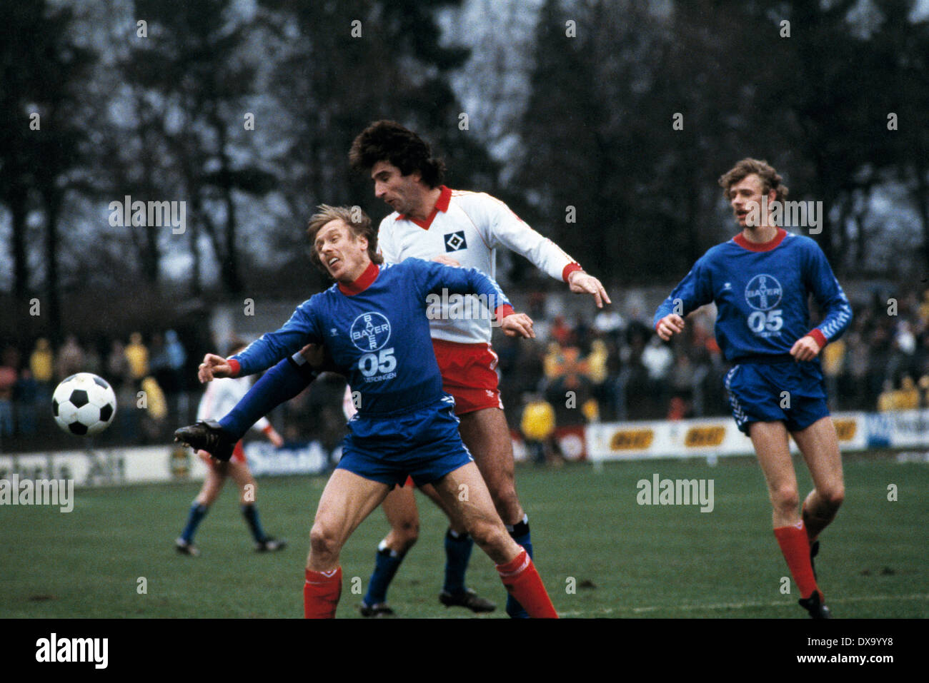 football, Bundesliga, 1980/1981, Grotenburg Stadium, FC Bayer 05 Uerdingen versus Hamburger SV 0:3, scene of the match, f.l.t.r. Siegfried Held (Bayer), Ivan Buljan (HSV), Ludger Kanders (Bayer) - Stock Image