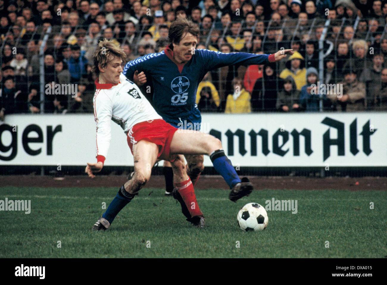 football, Bundesliga, 1980/1981, Grotenburg Stadium, FC Bayer 05 Uerdingen versus Hamburger SV 0:3, scene of the match, Holger Hieronymus (HSV) left and Siegfried Held (Bayer) - Stock Image