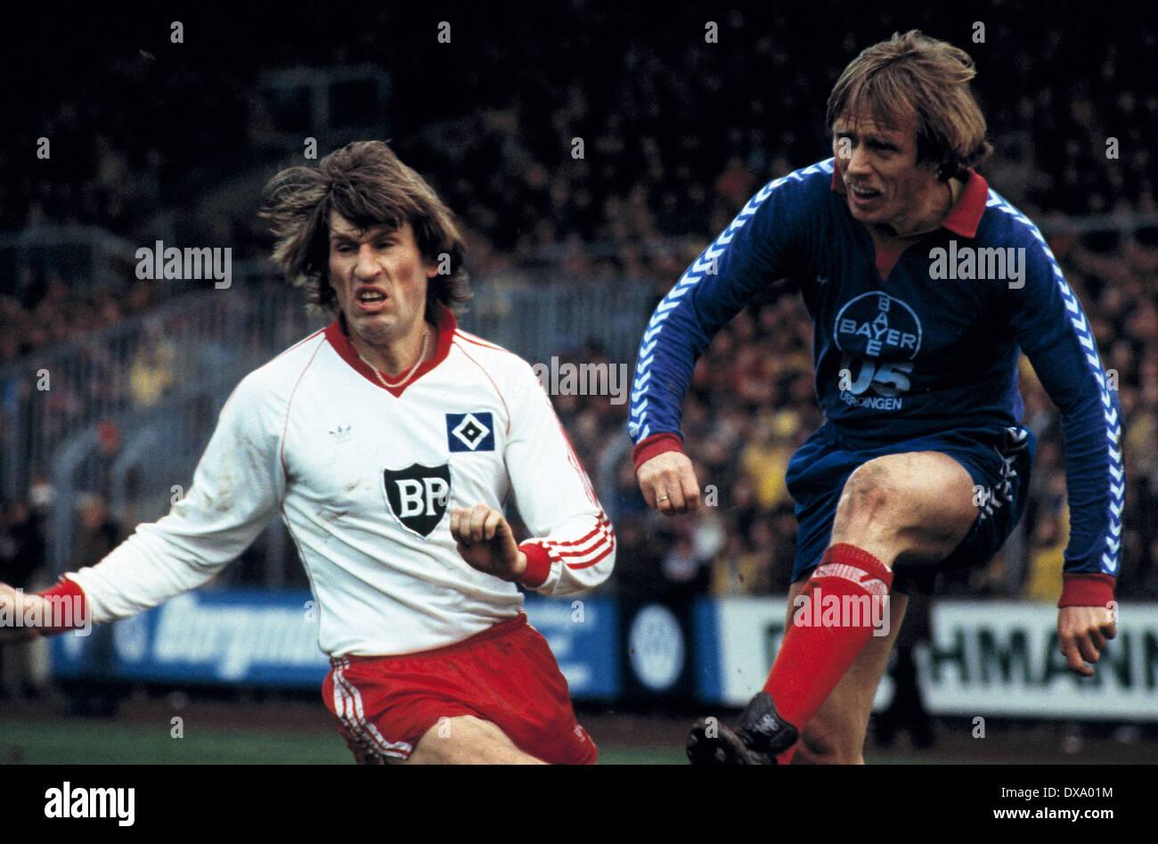 football, Bundesliga, 1980/1981, Grotenburg Stadium, FC Bayer 05 Uerdingen versus Hamburger SV 0:3, scene of the match, Manfred Kaltz (HSV) left and Siegfried Held (Bayer) - Stock Image