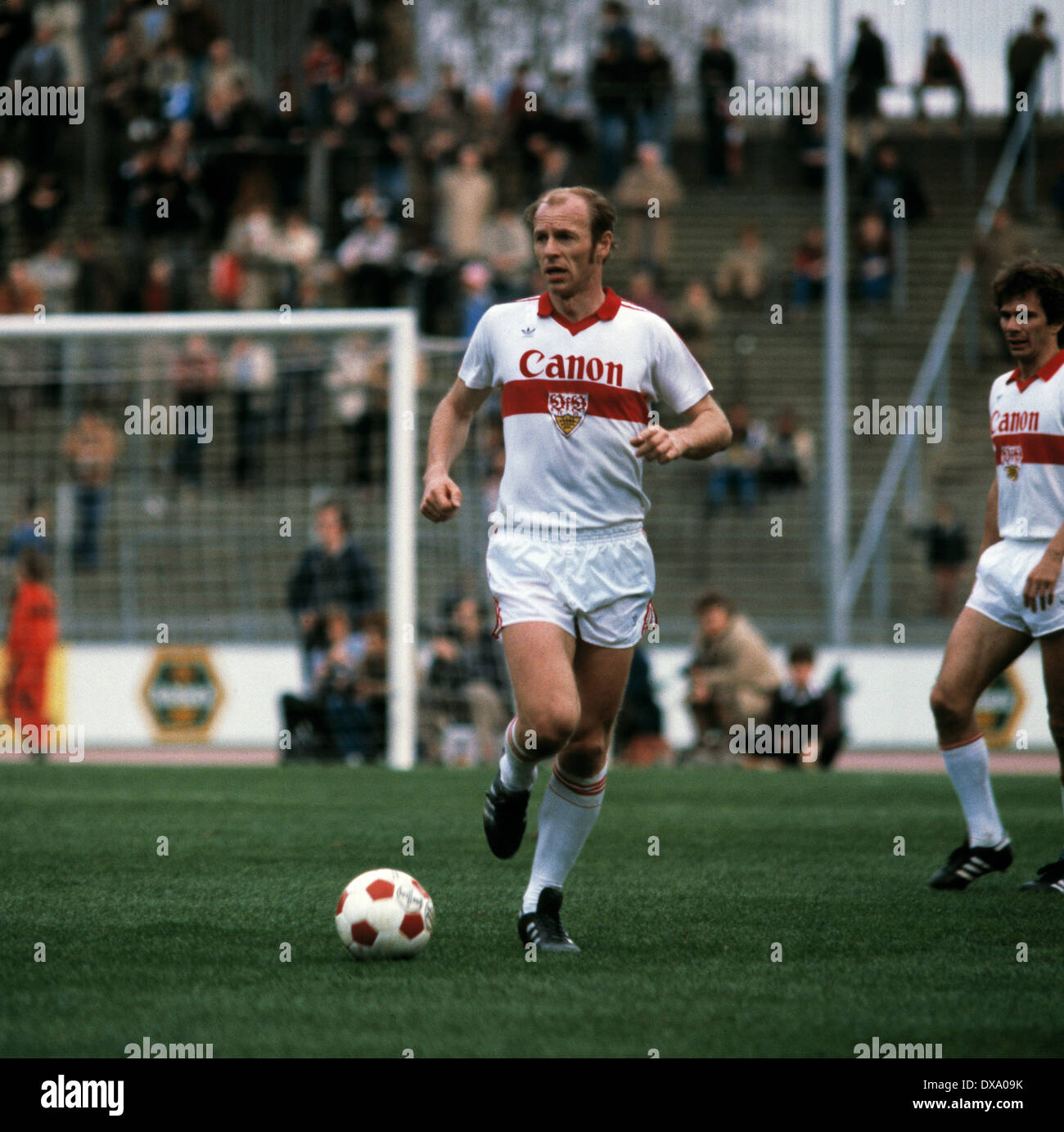 football, Bundesliga, 1980/1981, Rhine Stadium, Fortuna Duesseldorf versus VfB Stuttgart 3:1, scene of the match, Erwin Hadewicz (Stuttgart) in ball possession - Stock Image