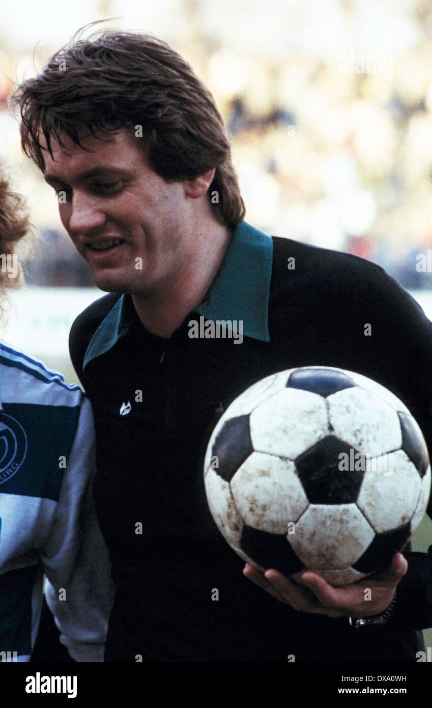 football, Bundesliga, 1981/1982, Wedau Stadium, MSV Duisburg versus Hamburger SV 1:2, referee Karl-Heinz Tritschler - Stock Image