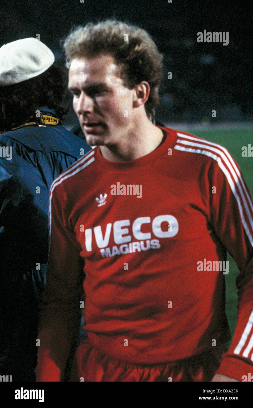 football, Bundesliga, 1982/1983, Rhine Stadium, Fortuna Duesseldorf versus FC Bayern Munich 3:5, end of the game, leaving, Karl-Heinz Rummenigge (FCB) - Stock Image