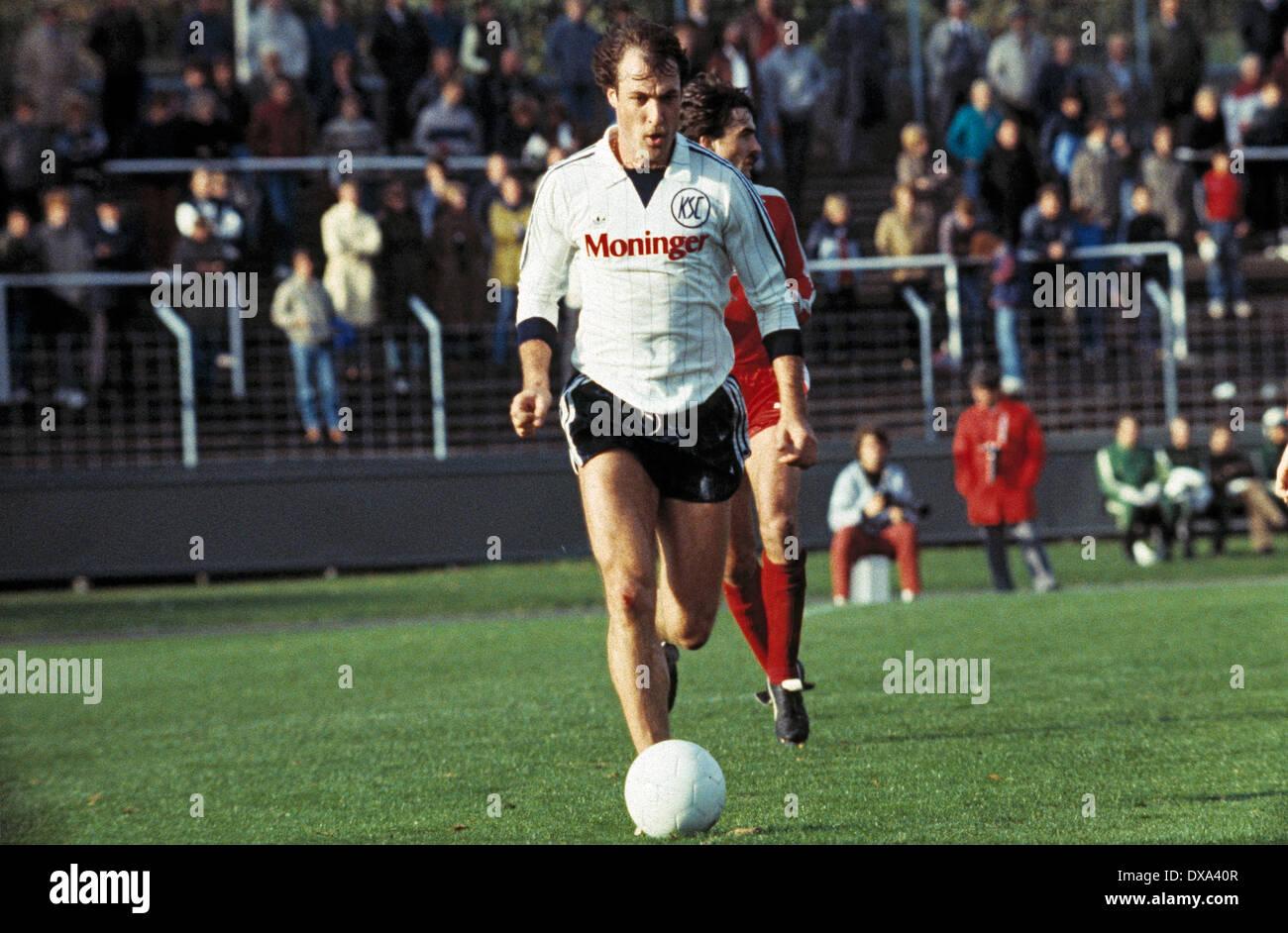 football, 2. Bundesliga, 1983/1984, Niederrhein Stadium, Rot Weiss Oberhausen versus Karlsruher SC 1:0, scene of the match, Gerhard Kleppinger (KSC) in ball possession - Stock Image
