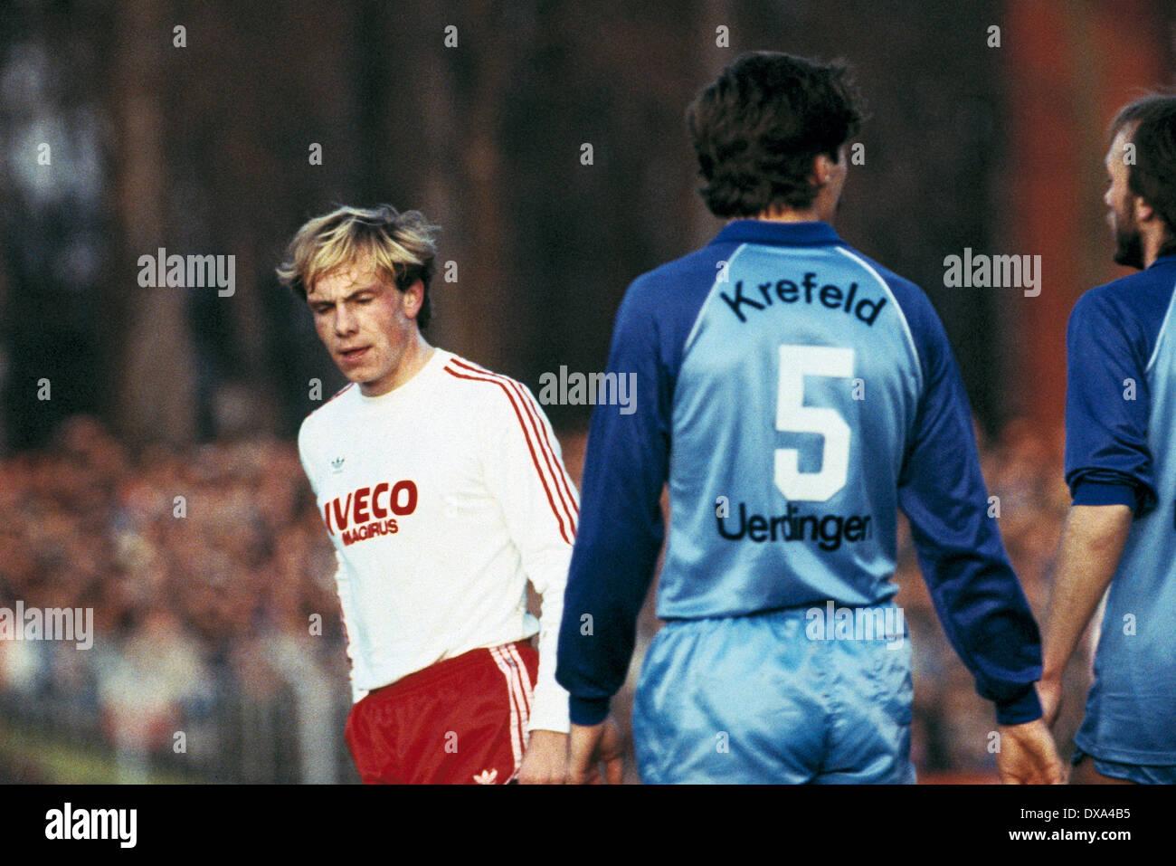 football, Bundesliga, 1983/1984, Grotenburg Stadium, FC Bayer 05 Uerdingen versus FC Bayern Munich 1:1, scene of the match, Michael Rummenigge (FCB) left - Stock Image